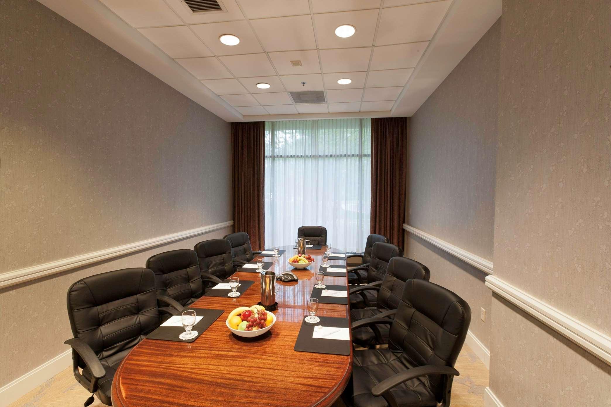 Embassy Suites by Hilton Detroit Troy Auburn Hills image 35