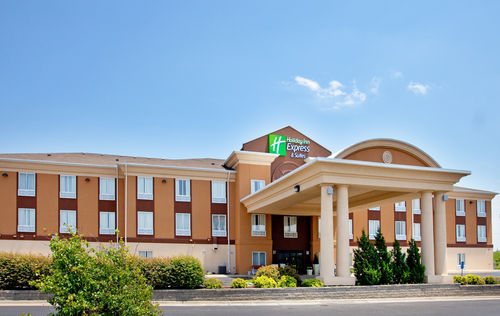 Holiday Inn Express & Suites Lawrence image 4