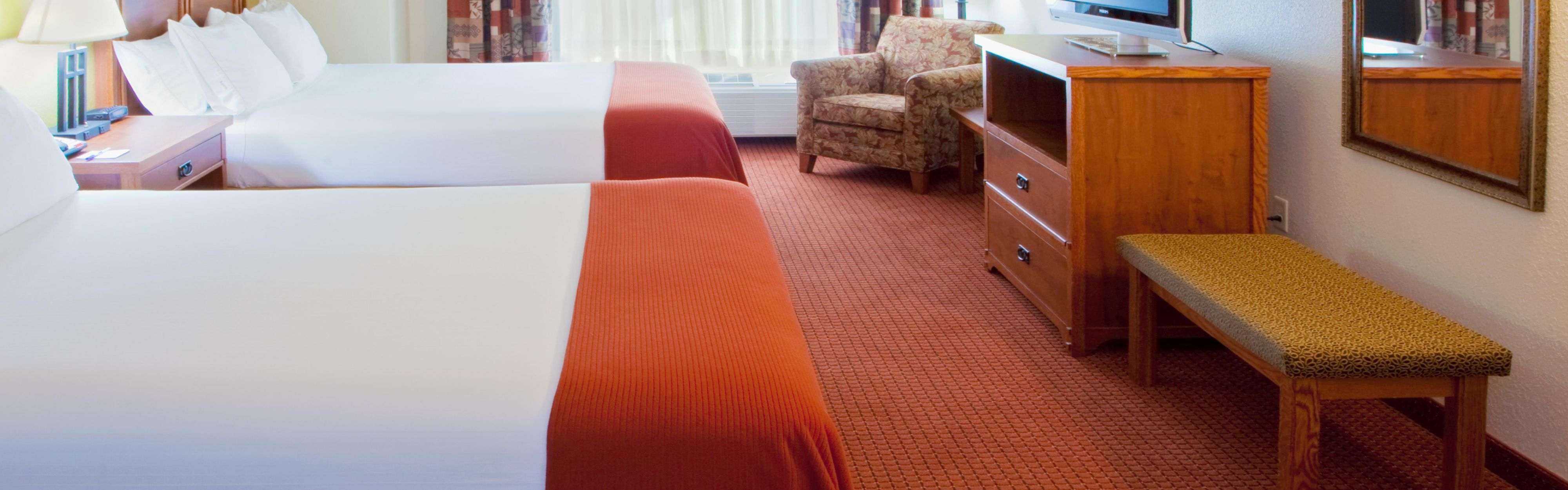 Holiday Inn Express & Suites Weston image 1