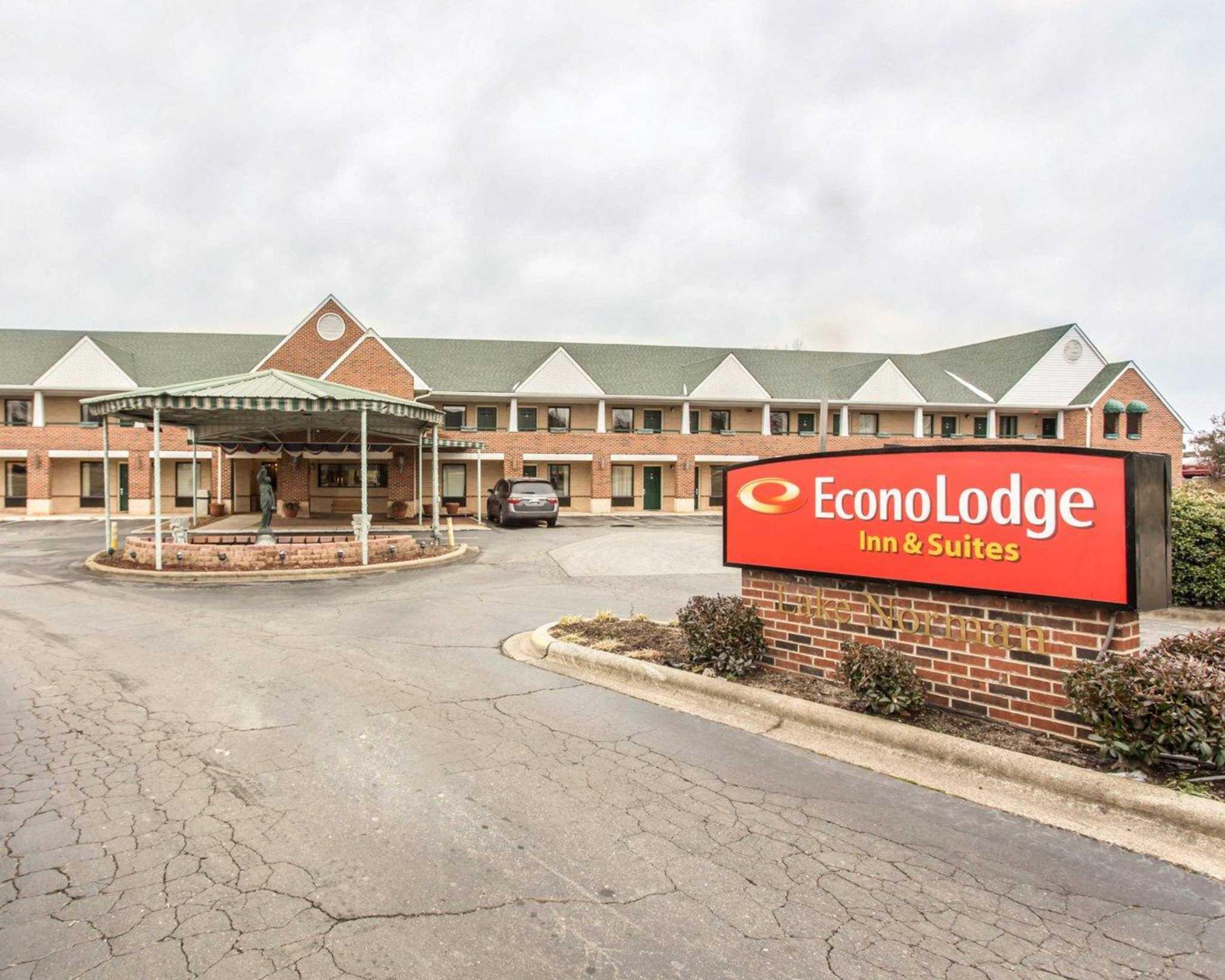 Econo Lodge & Suites Lake Norman image 1