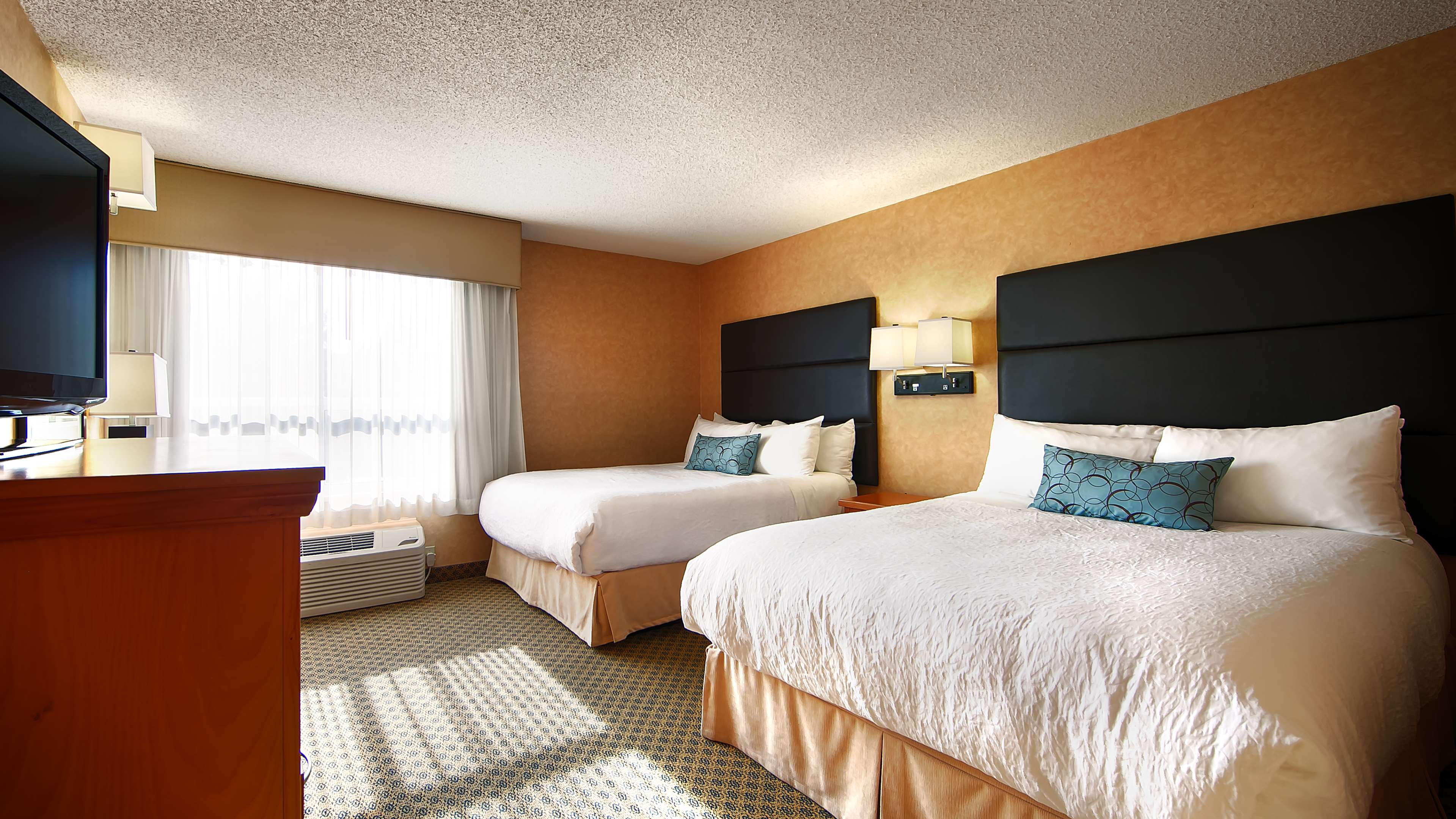 Best Western Plus Regency Inn & Conference Centre in Abbotsford: Two Queen Guest Room