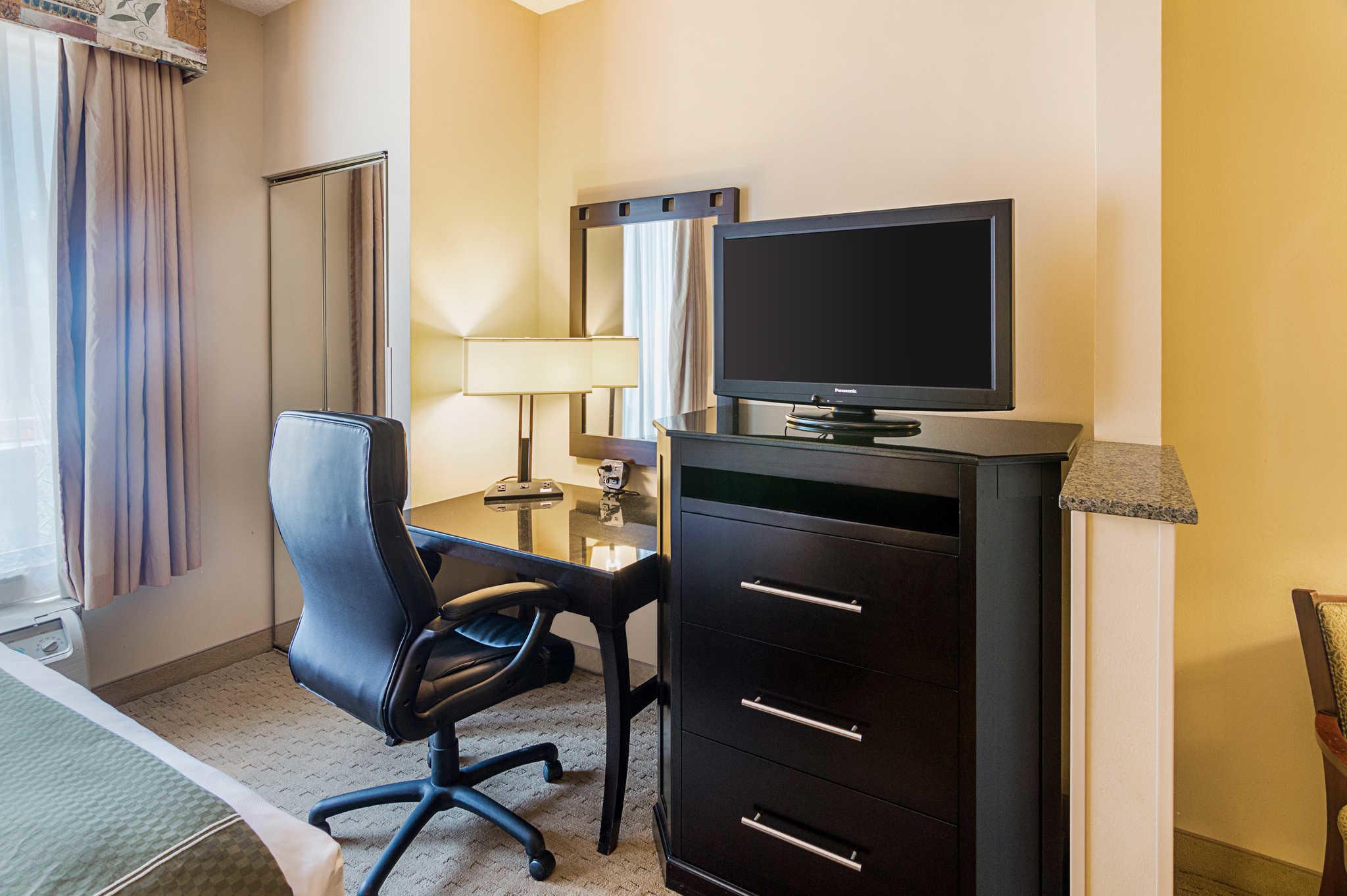 Quality Suites Sherman image 12