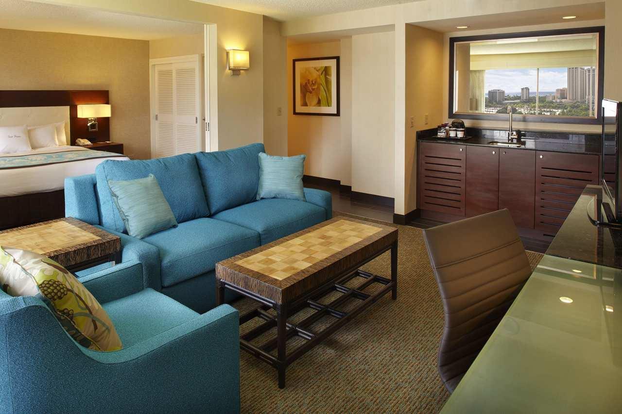 DoubleTree by Hilton Hotel Alana - Waikiki Beach image 7