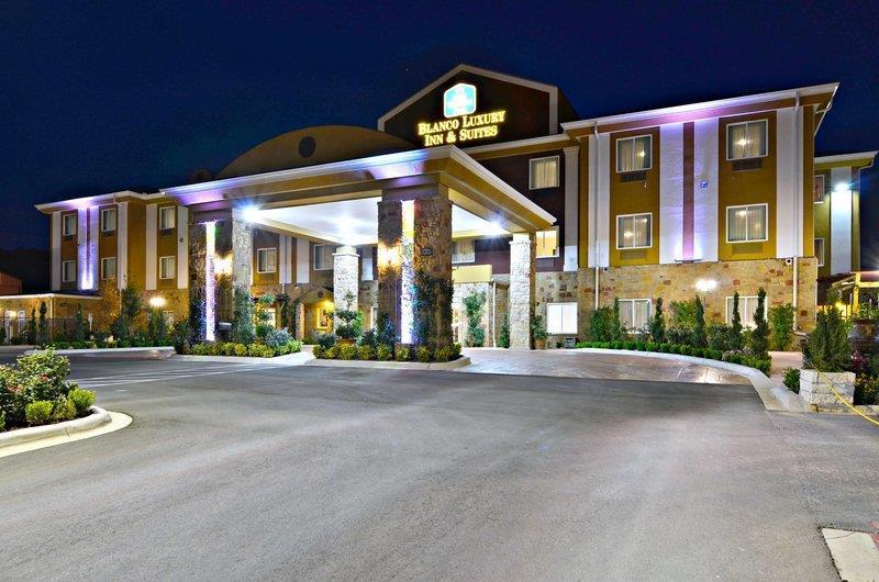 Best Western Plus Blanco Luxury Inn & Suites image 43