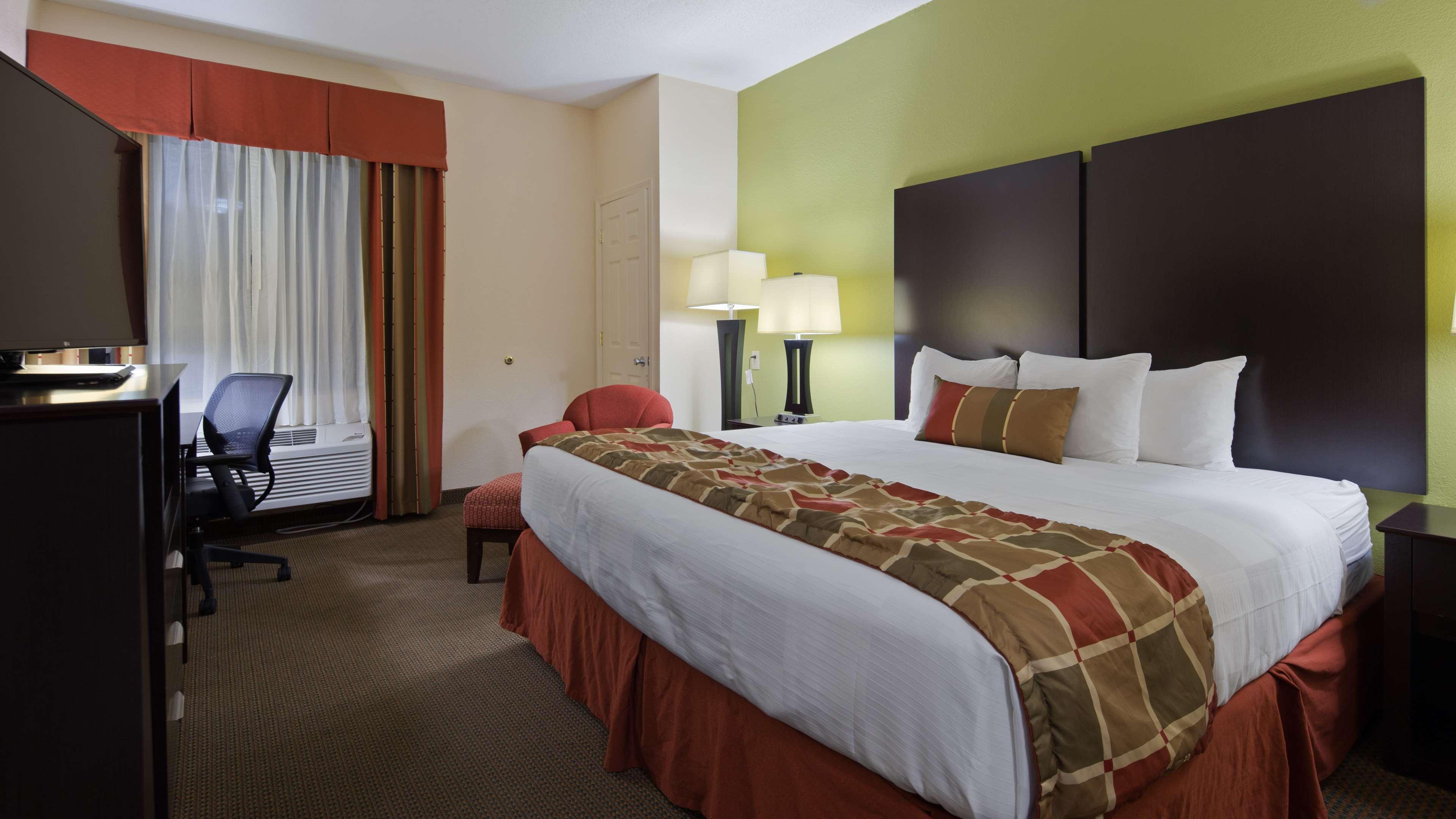 Best Western Plus Huntersville Inn & Suites Near Lake Norman image 8