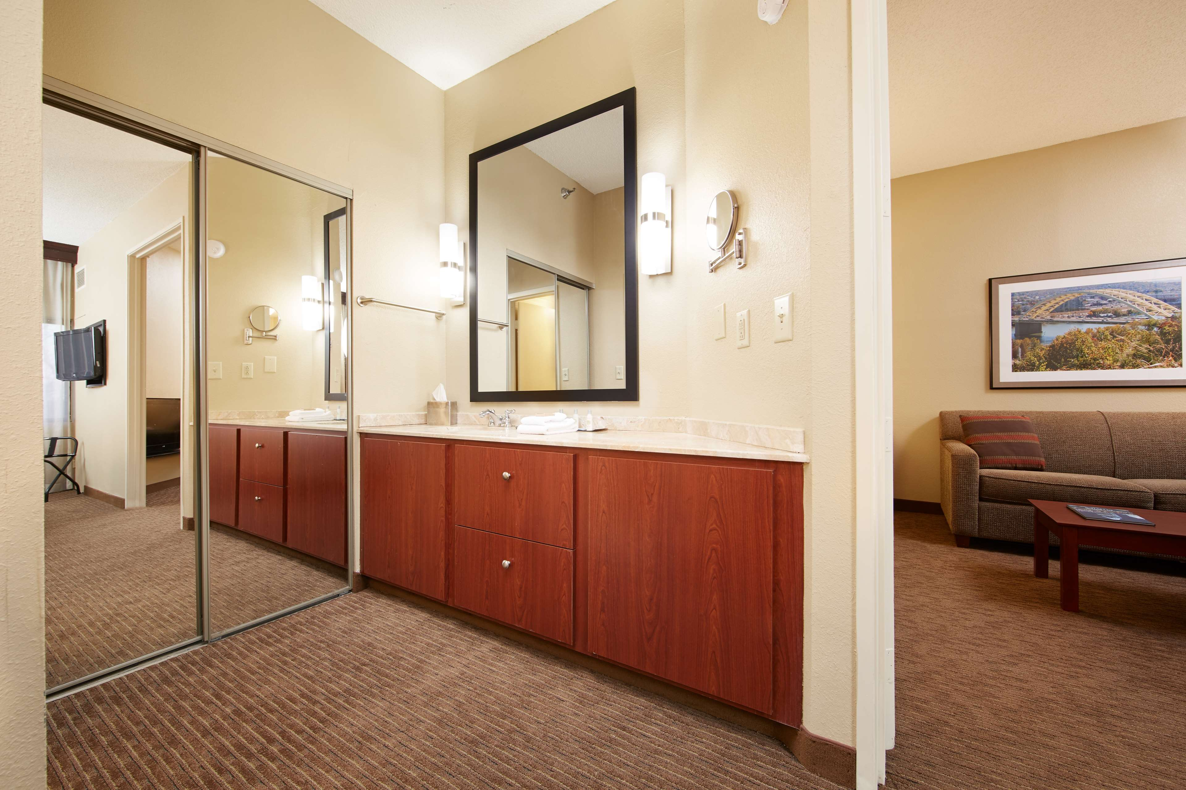DoubleTree Suites by Hilton Hotel Cincinnati - Blue Ash image 22