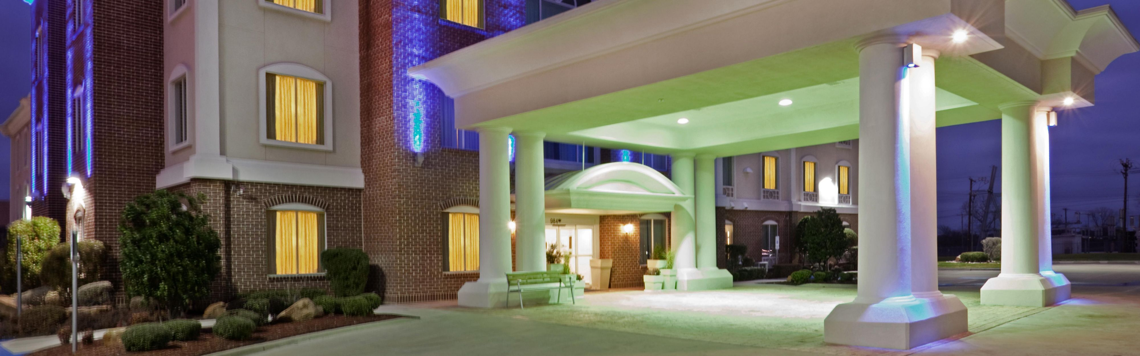 Holiday Inn Express & Suites Waxahachie image 0