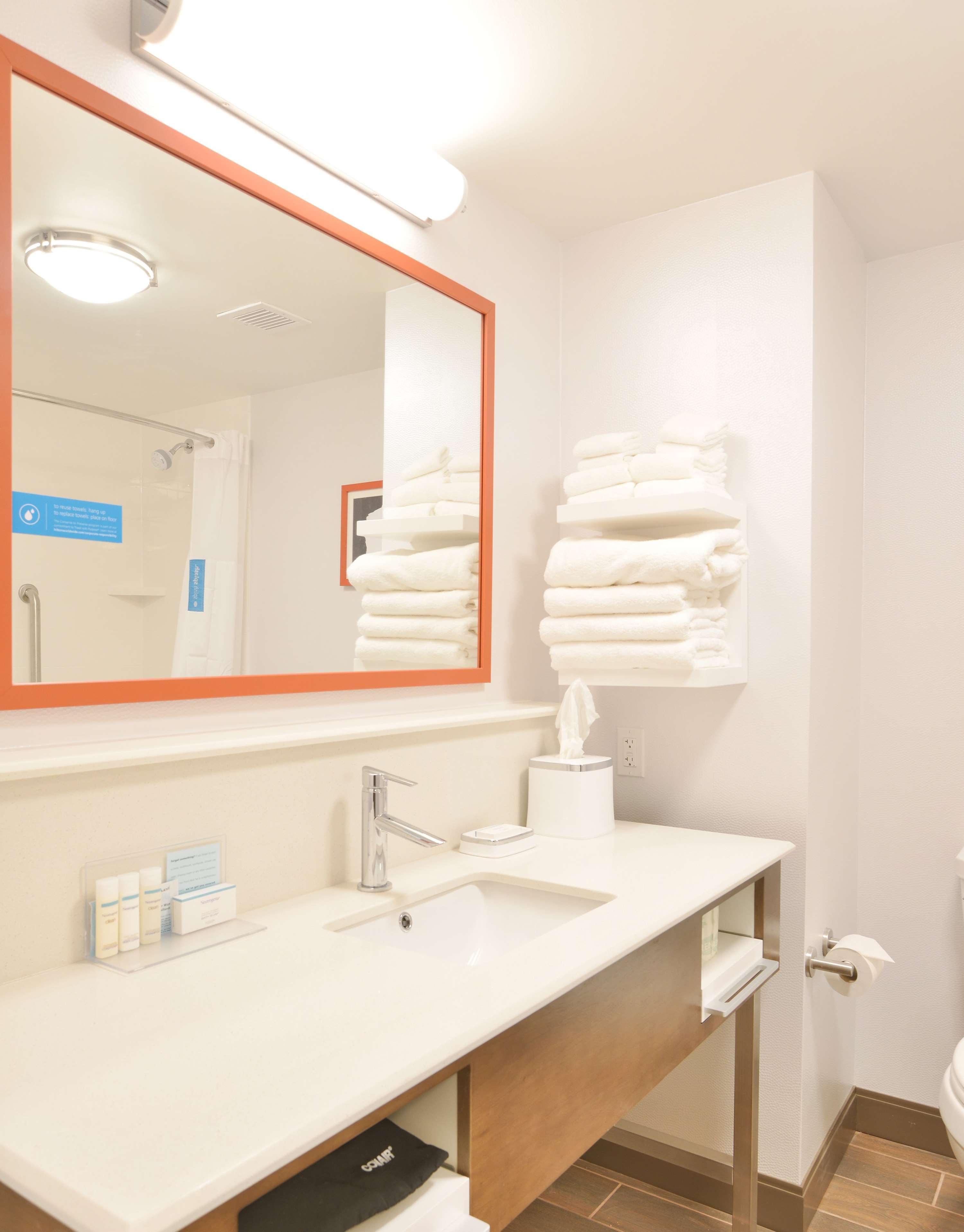 Hampton Inn & Suites Menomonie-UW Stout image 12