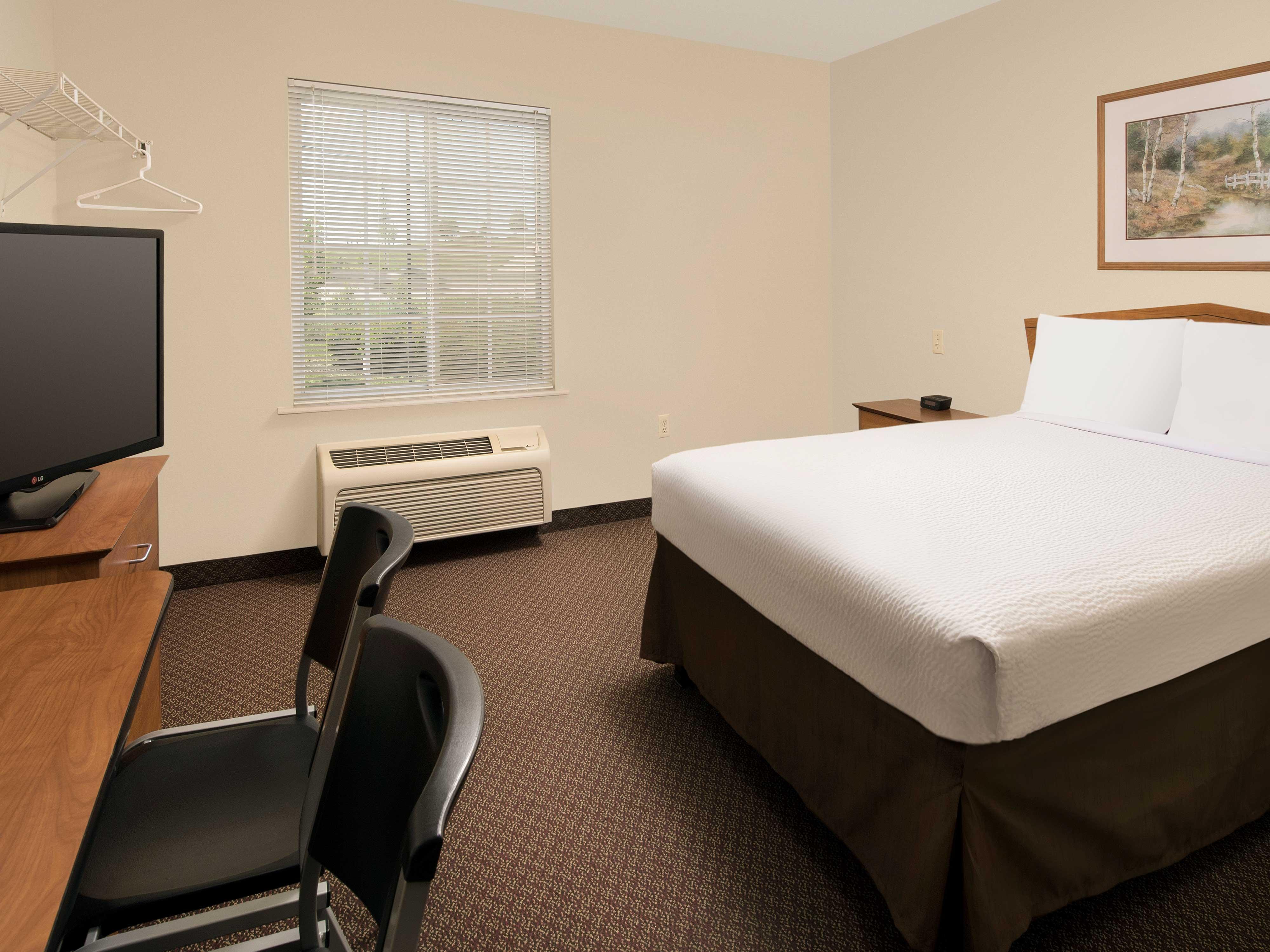 WoodSpring Suites Kansas City Lenexa image 16