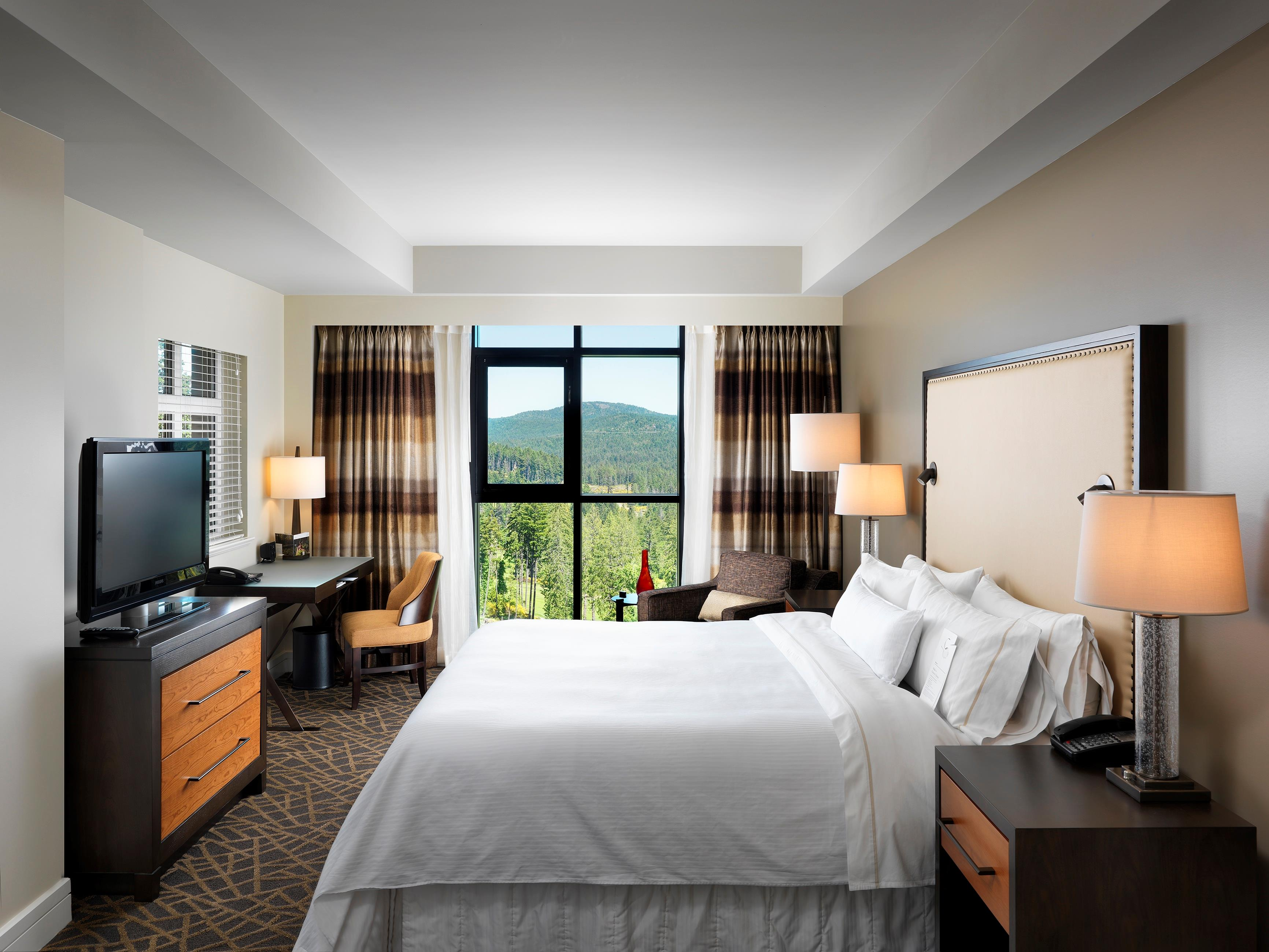 The Westin Bear Mountain Golf Resort & Spa, Victoria in Victoria: Corner Suite Clubhouse Valley View Bedroom