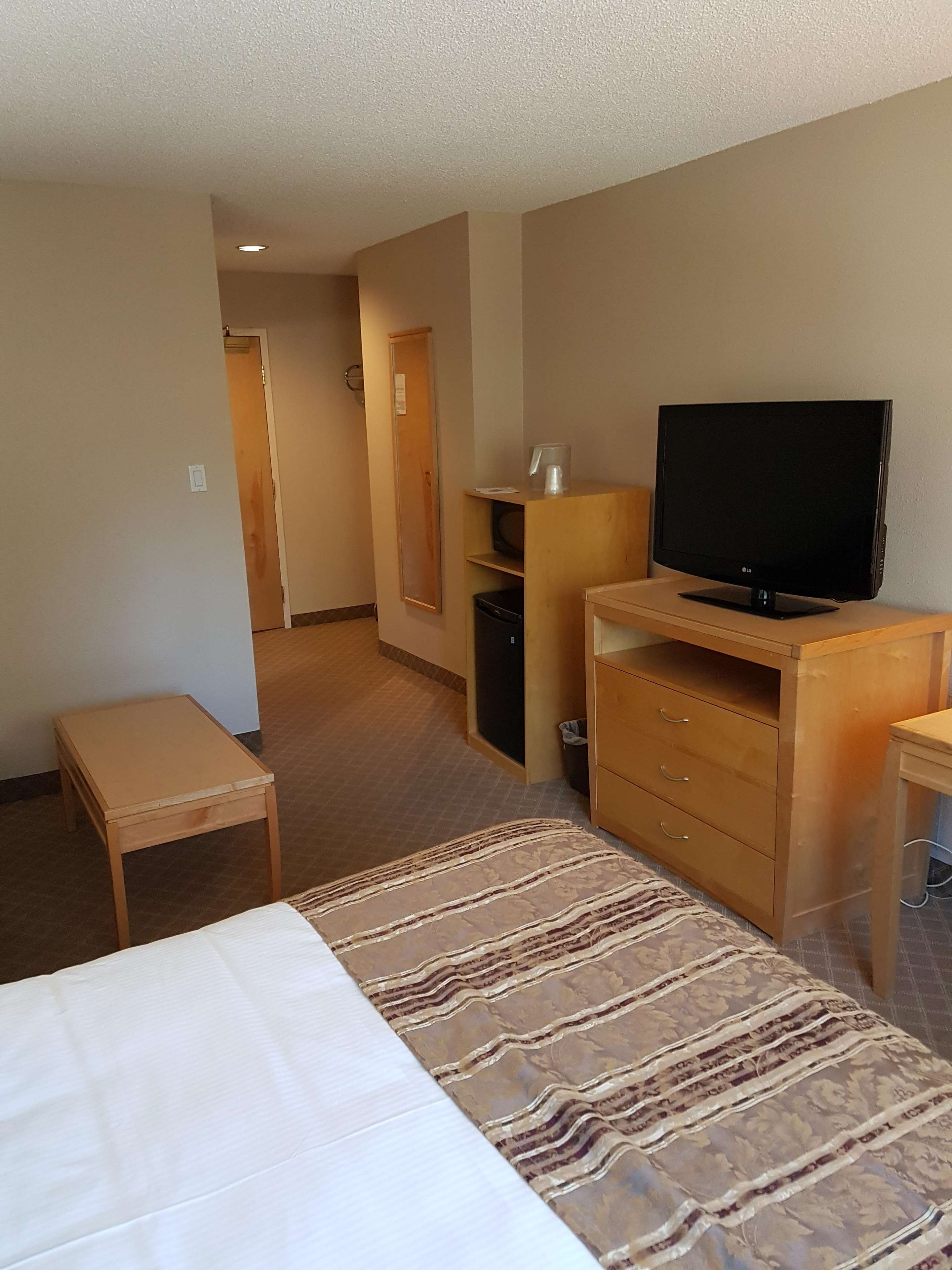 SureStay Plus Hotel by Best Western Coquitlam in Coquitlam: Queen with Sofabed