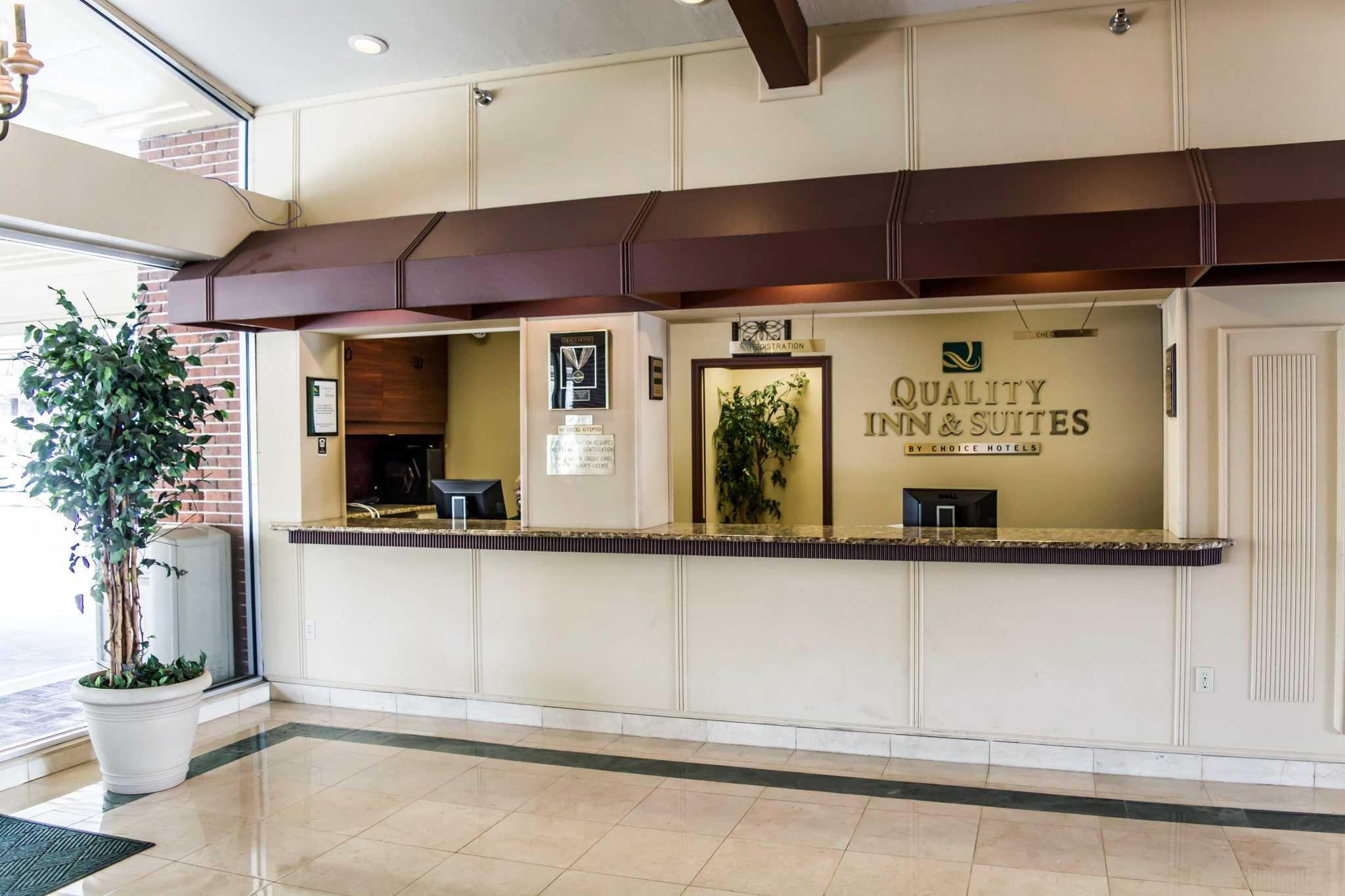 Quality Inn & Suites Golf Resort image 15