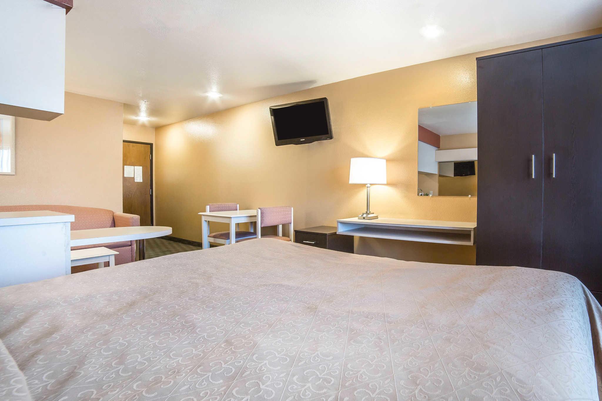 Quality Inn & Suites Elko image 19