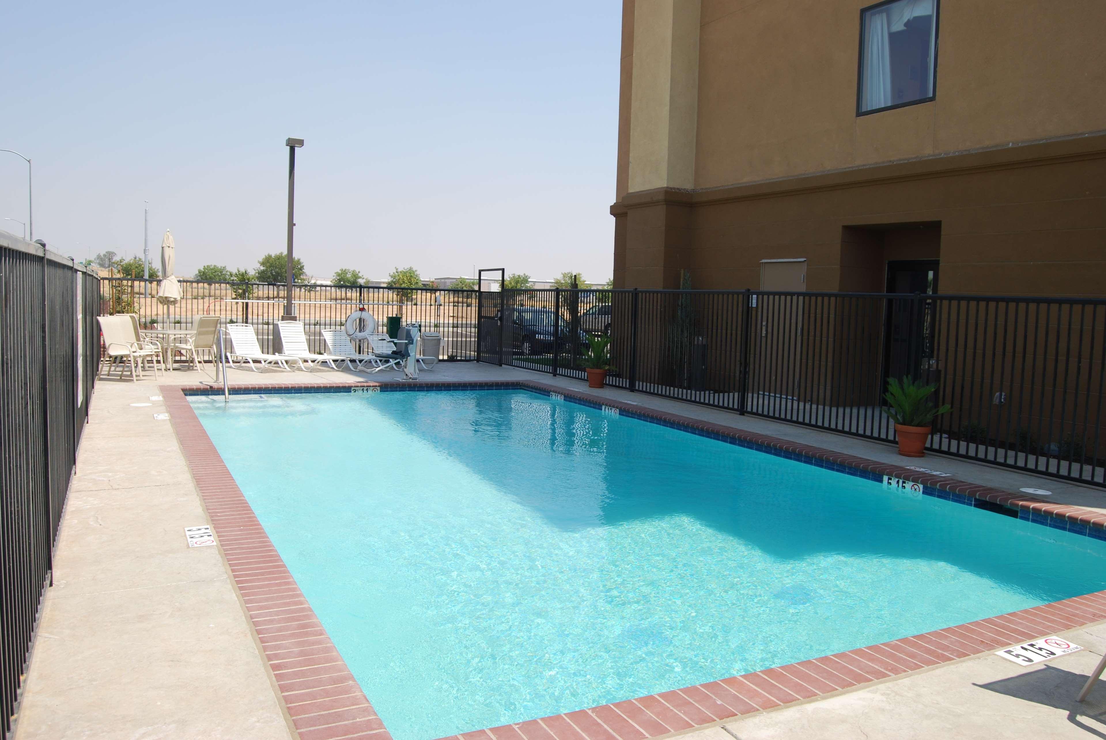 Hampton Inn & Suites Madera image 4