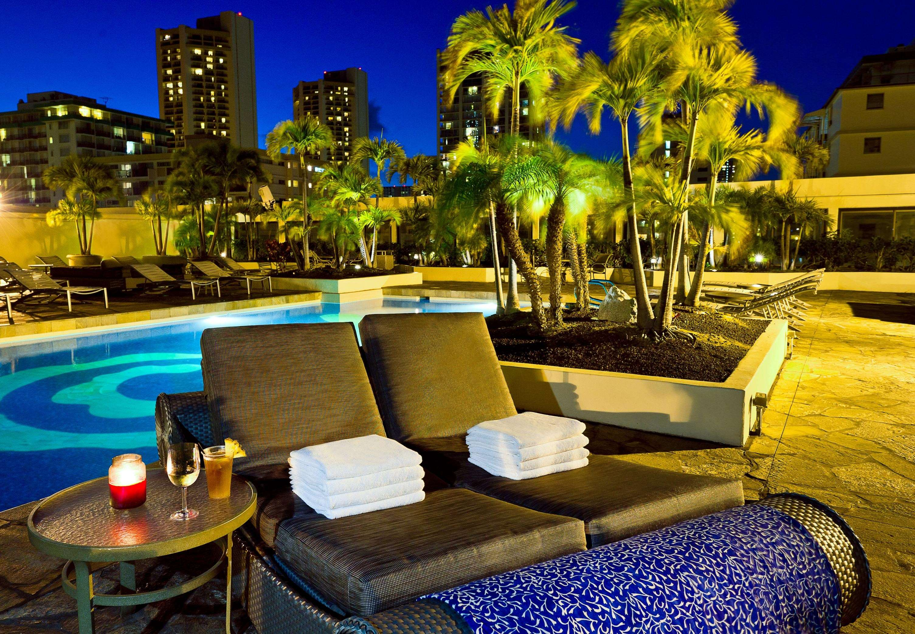 Hilton Waikiki Beach image 17