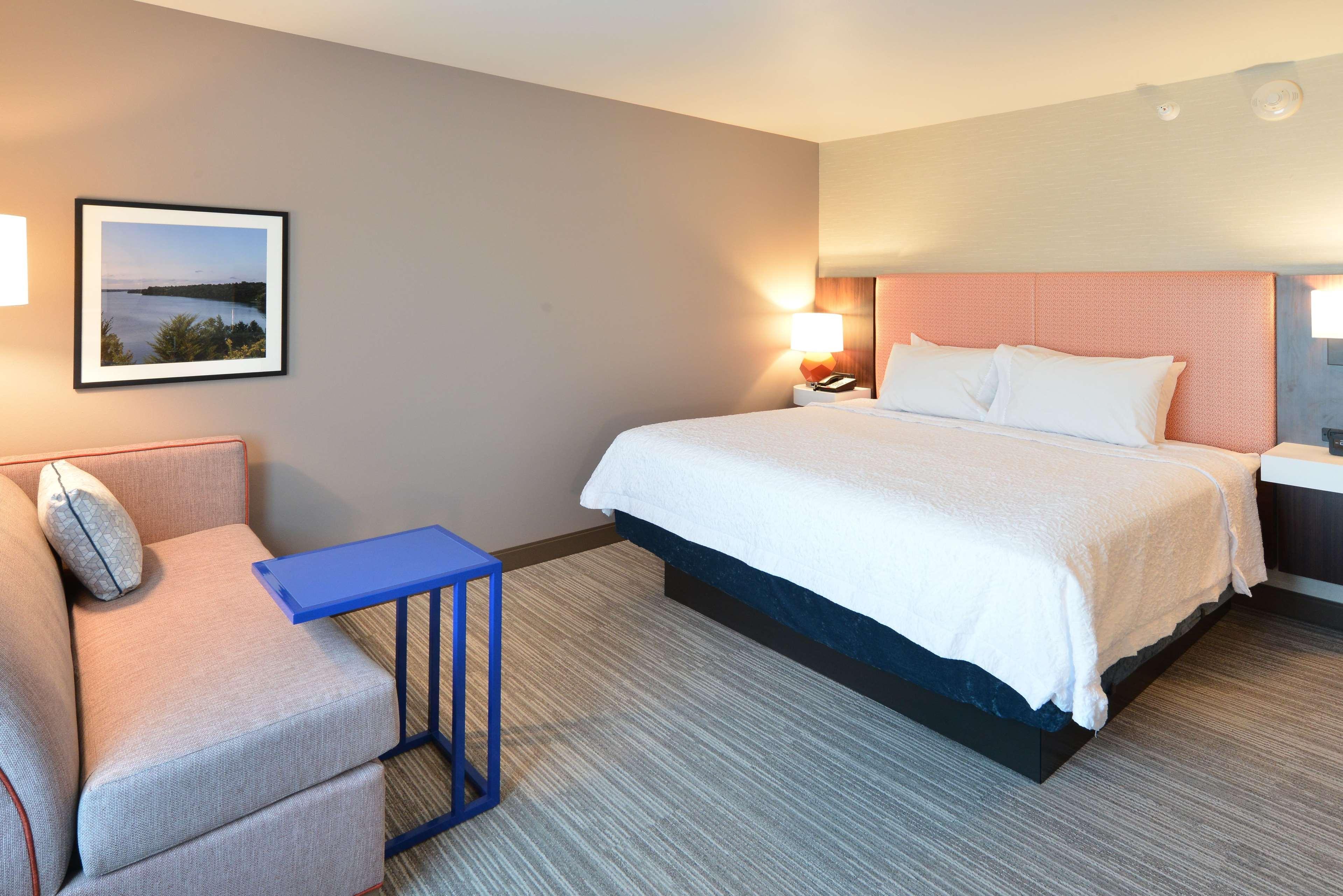 Hampton Inn & Suites Menomonie-UW Stout image 17