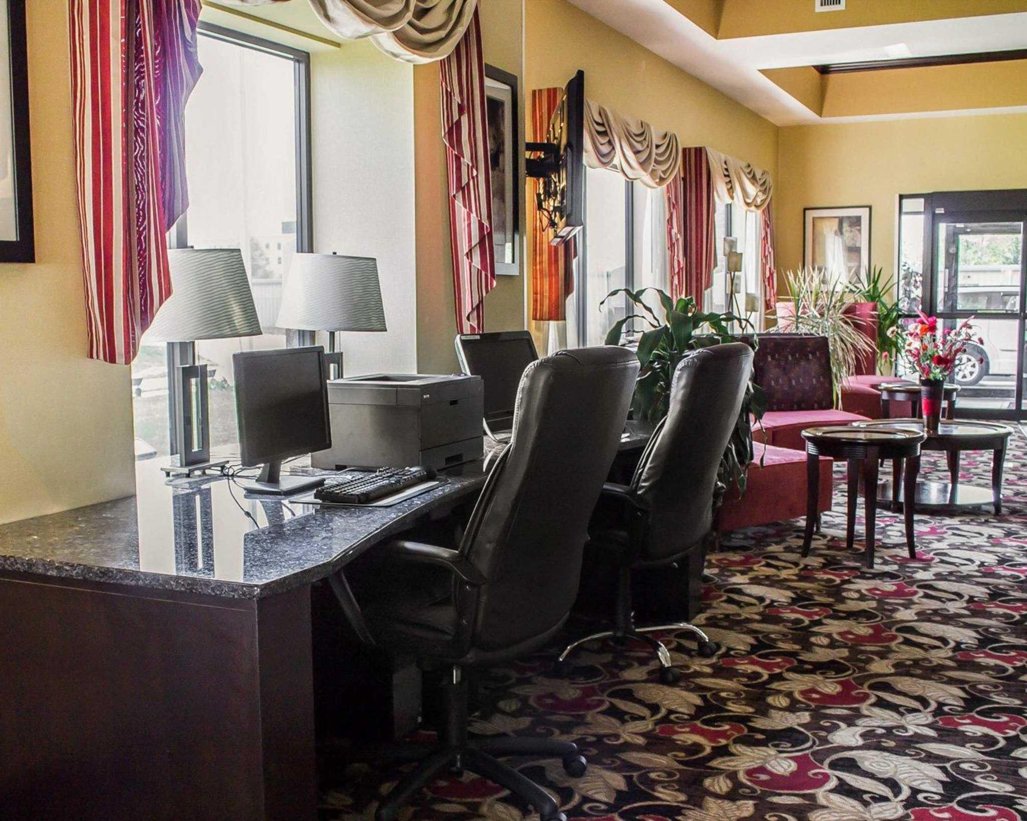 Comfort Suites East Broad at 270 image 55