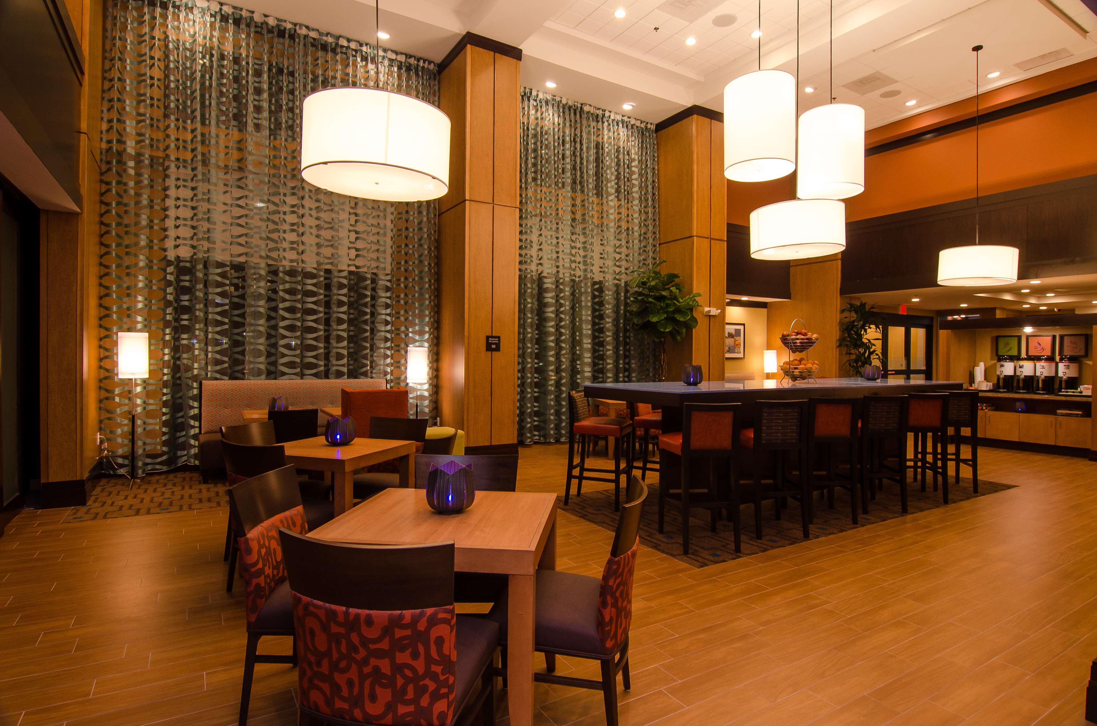 Hampton Inn & Suites Houston North IAH image 9
