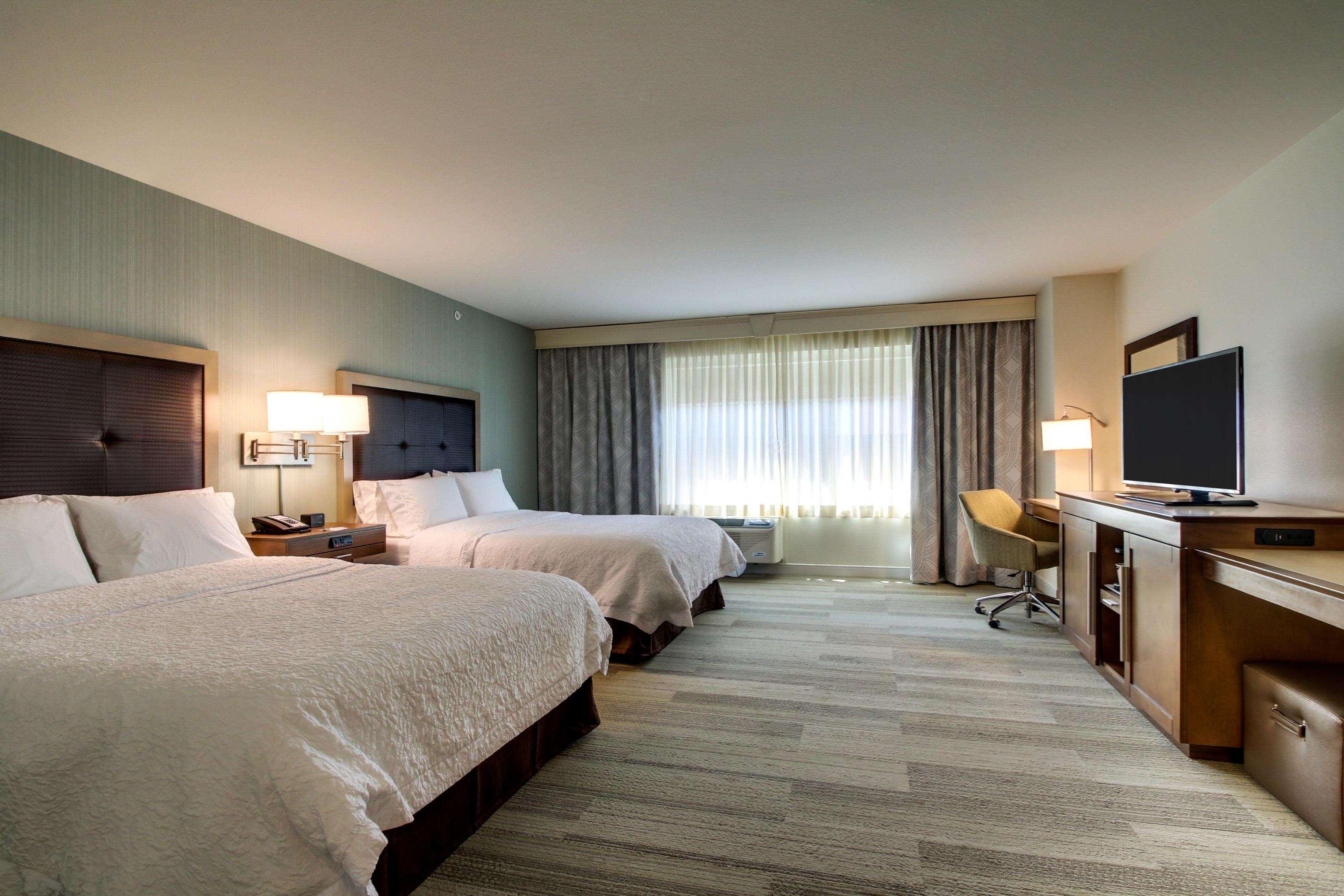 Hampton Inn & Suites Milwaukee West image 27