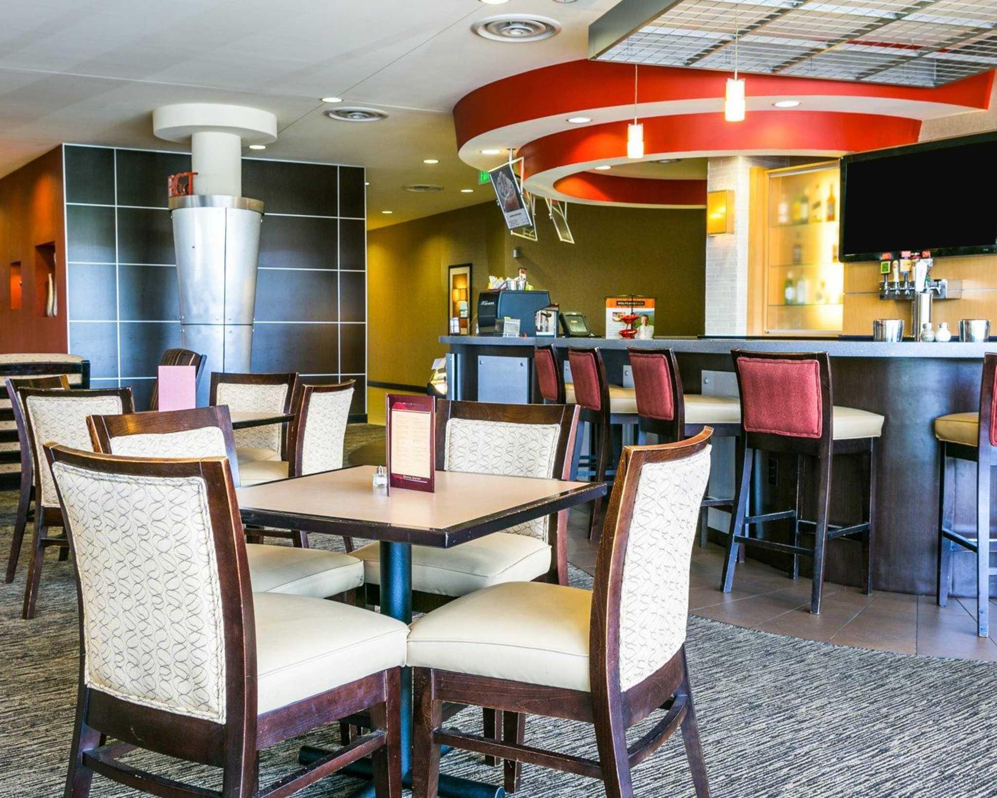 Cambria Hotel Denver International Airport image 38