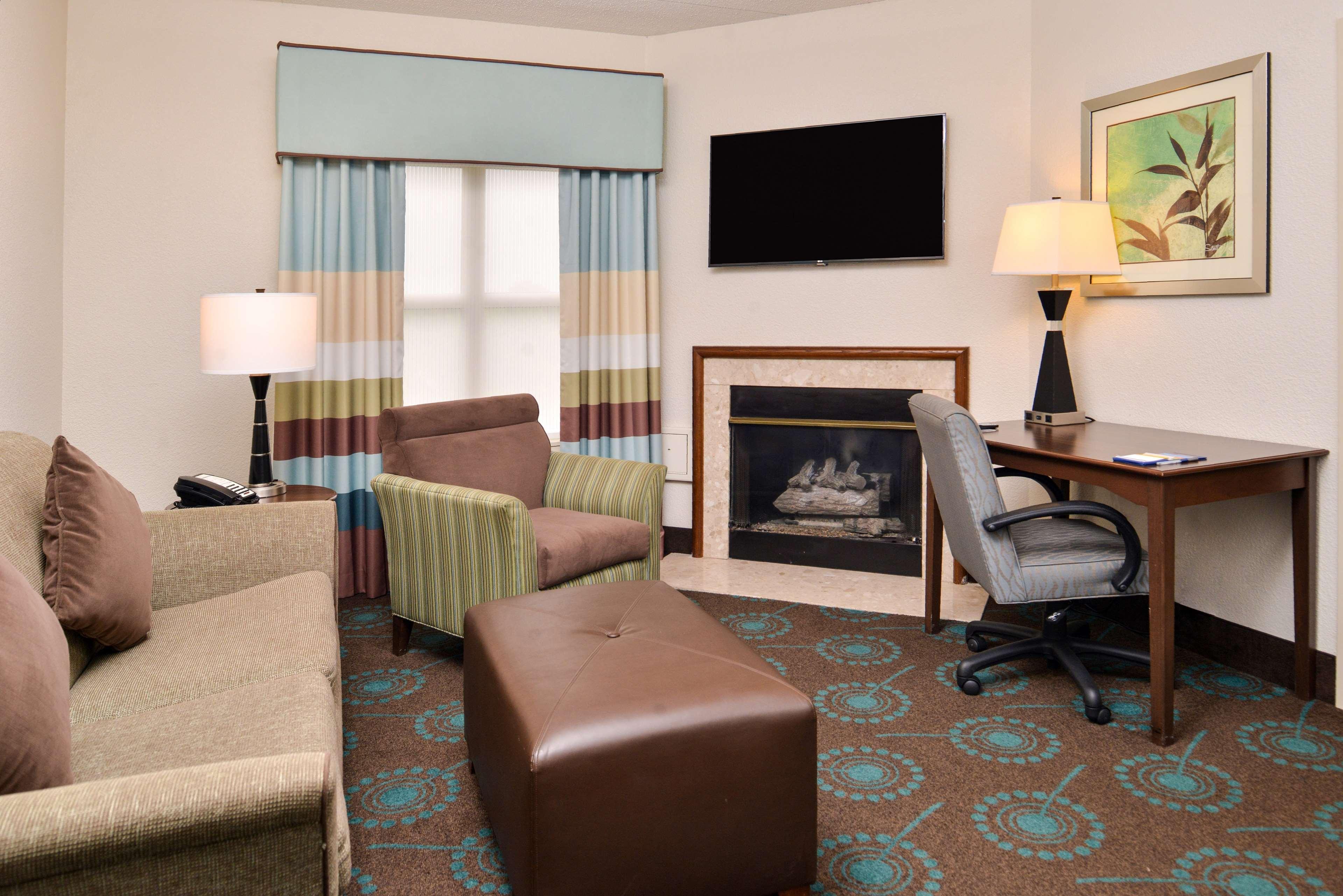 Hampton Inn & Suites Newport News (Oyster Point) image 21