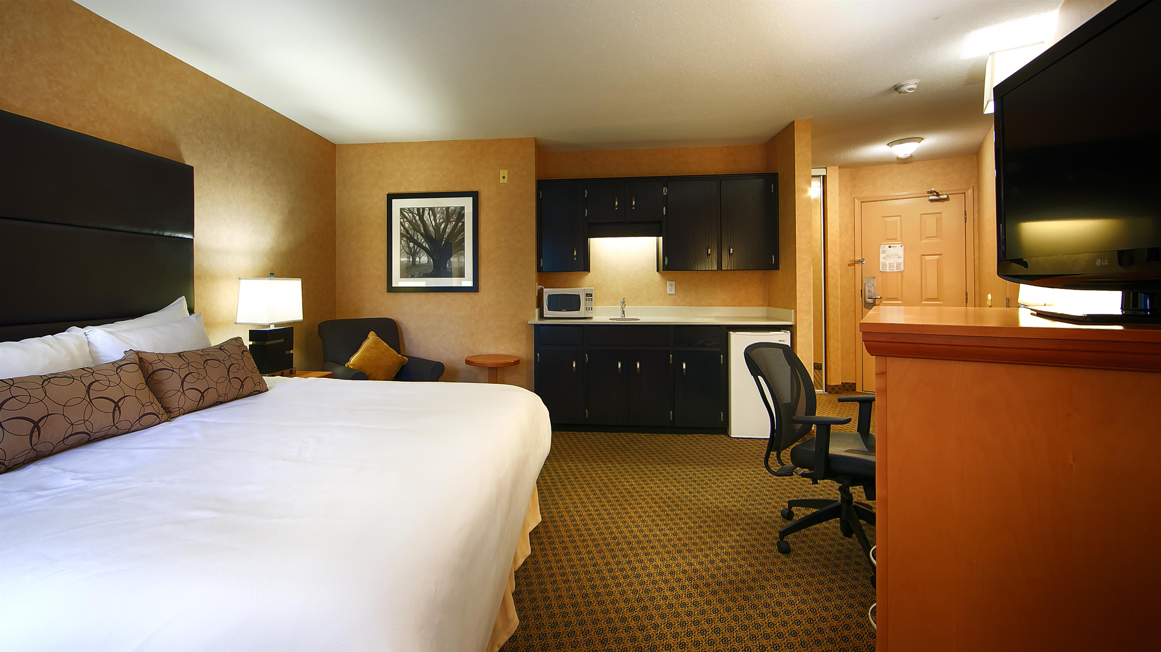 Best Western Plus Regency Inn & Conference Centre in Abbotsford: King Guest Room