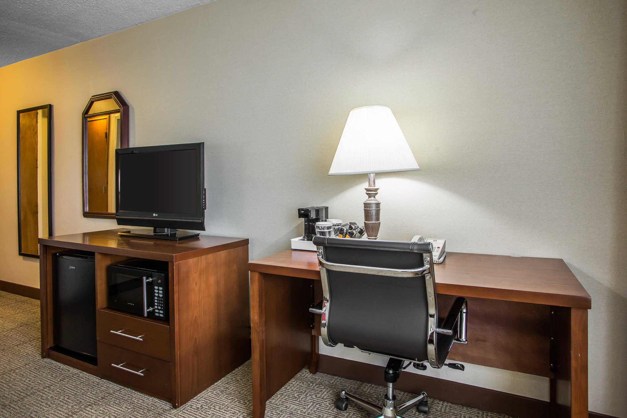 Quality Inn Midway Airport image 16