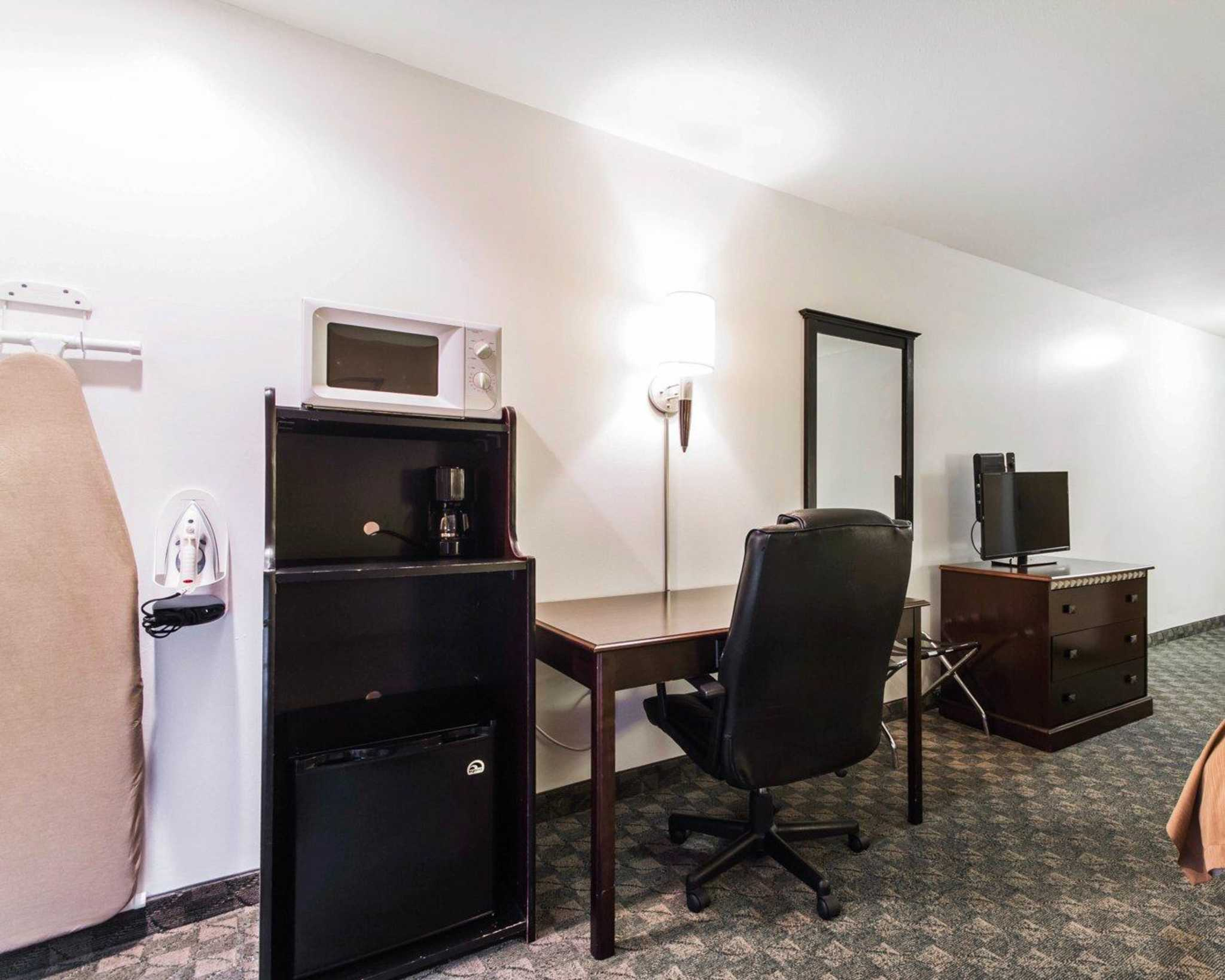 Quality Inn image 8