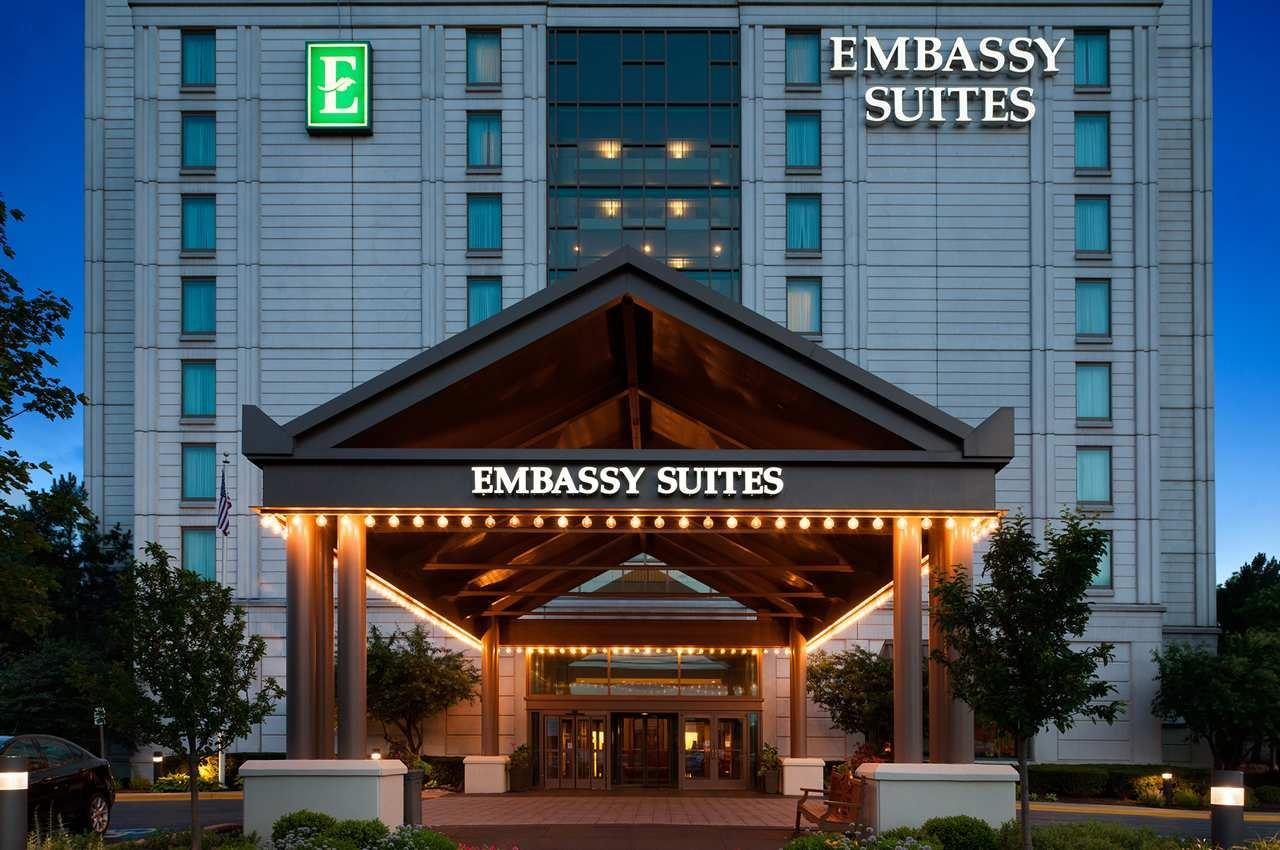 Embassy Suites by Hilton Chicago Lombard Oak Brook image 0