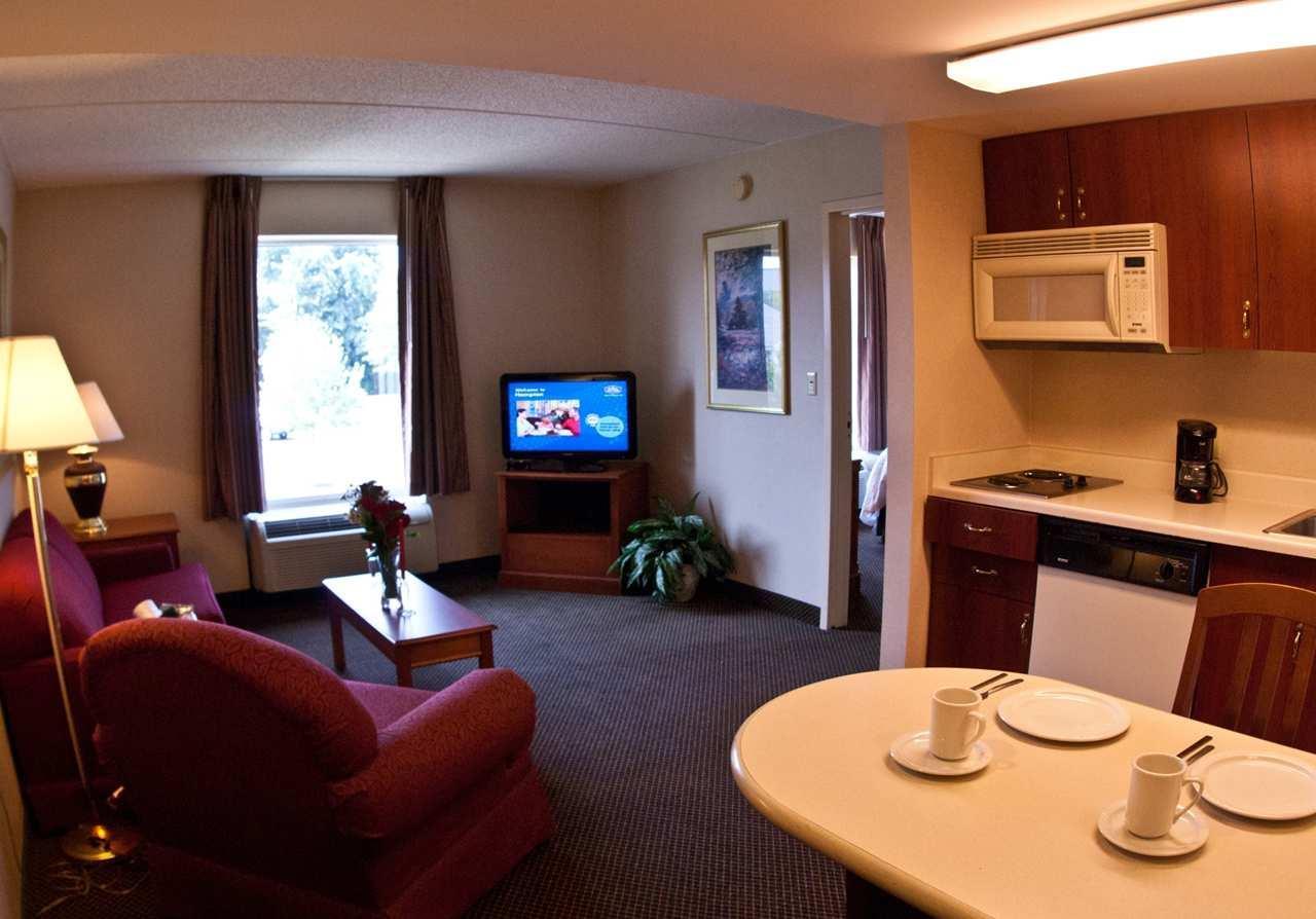 Hampton Inn & Suites Newtown image 25