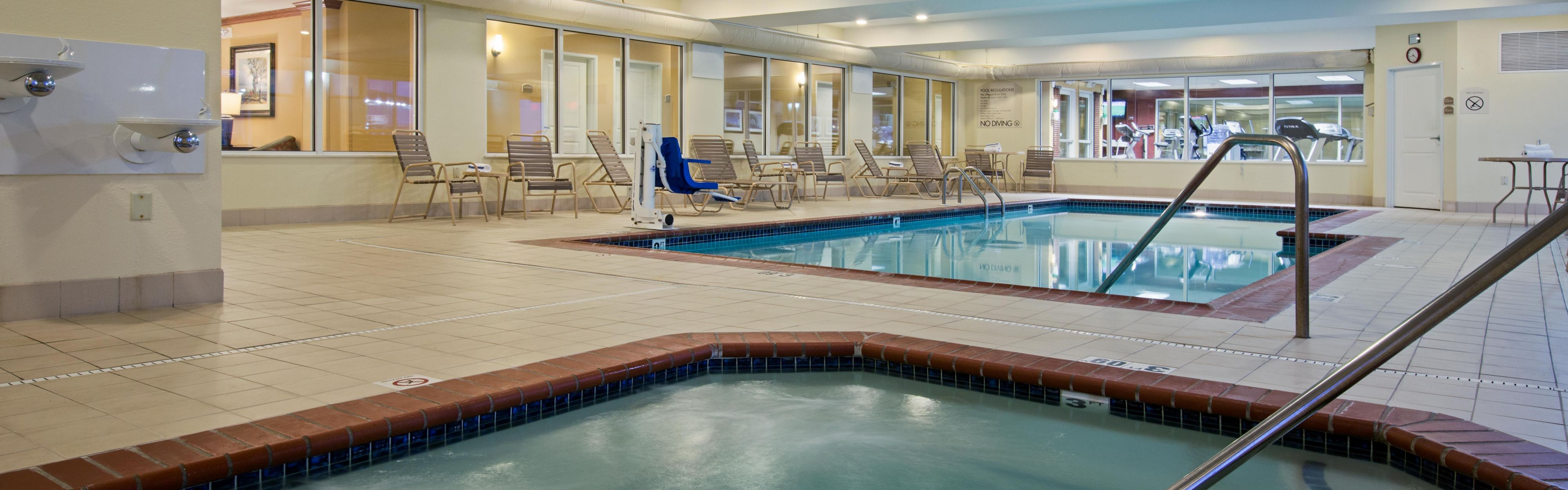 Holiday Inn Express & Suites Vandalia image 2