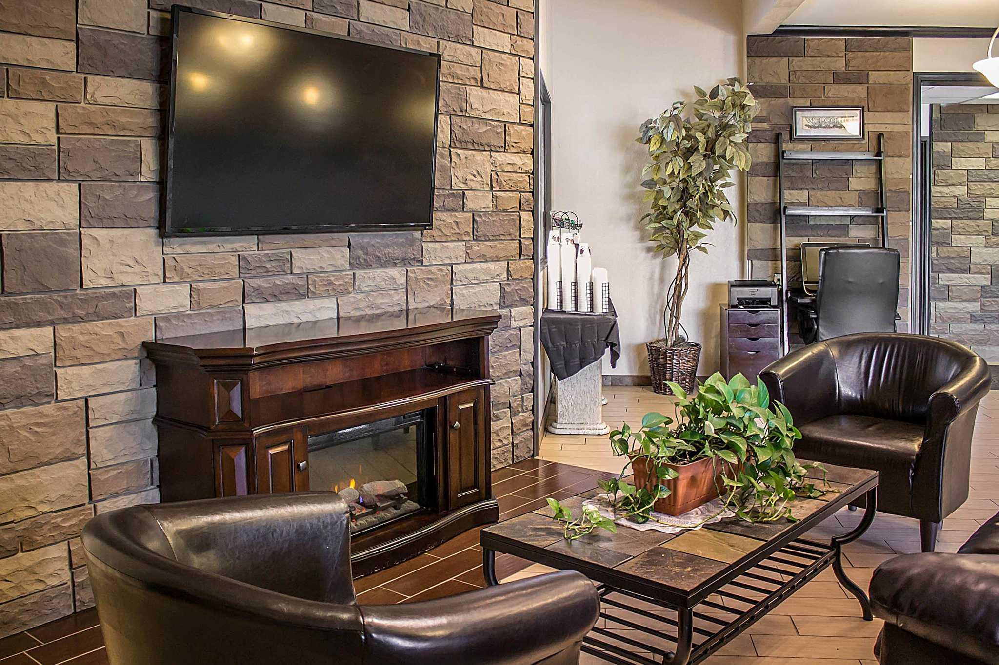 Quality Inn & Suites image 20