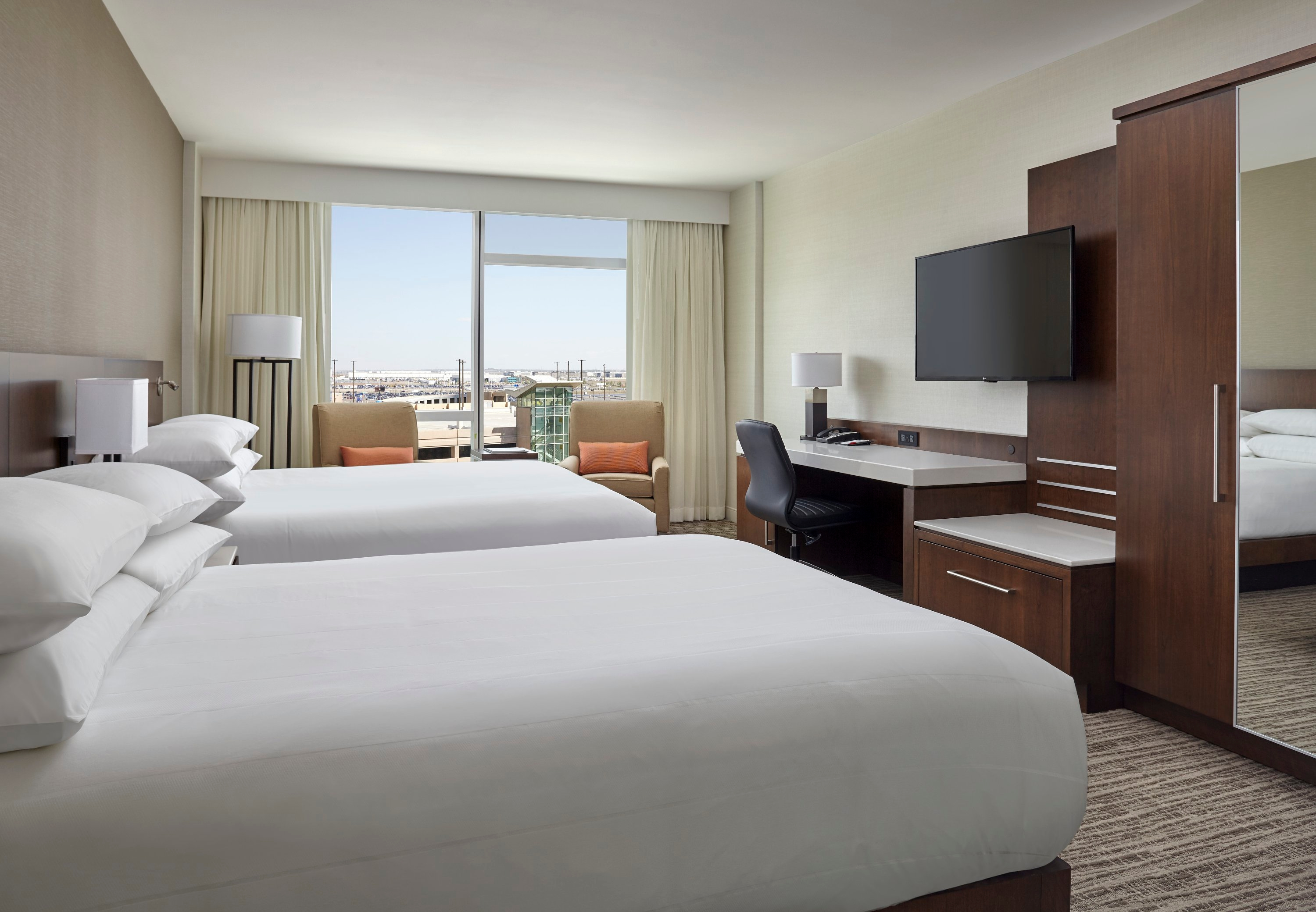 calgary airport marriott in terminal hotel calgary ab. Black Bedroom Furniture Sets. Home Design Ideas