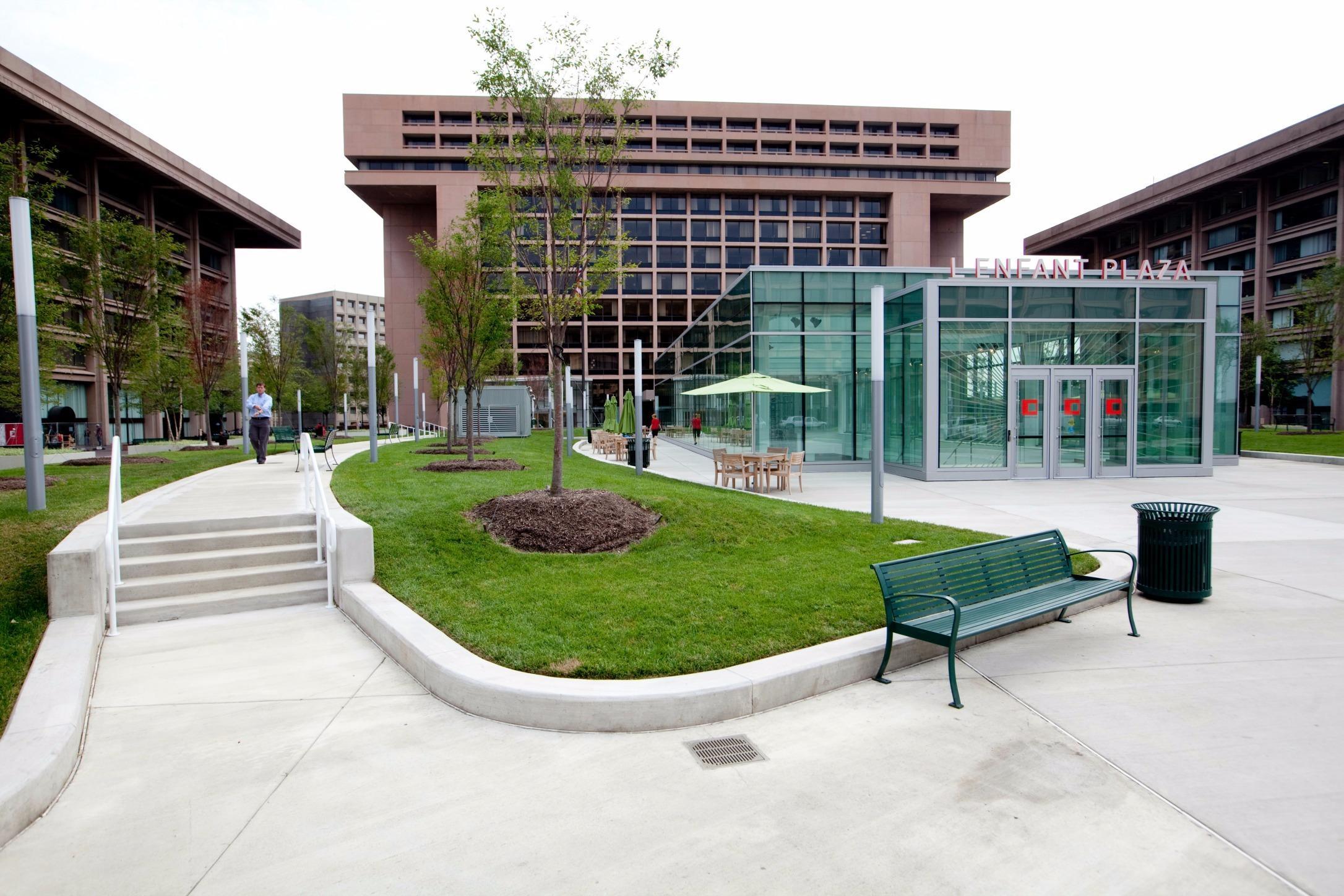 L'Enfant Plaza image 9