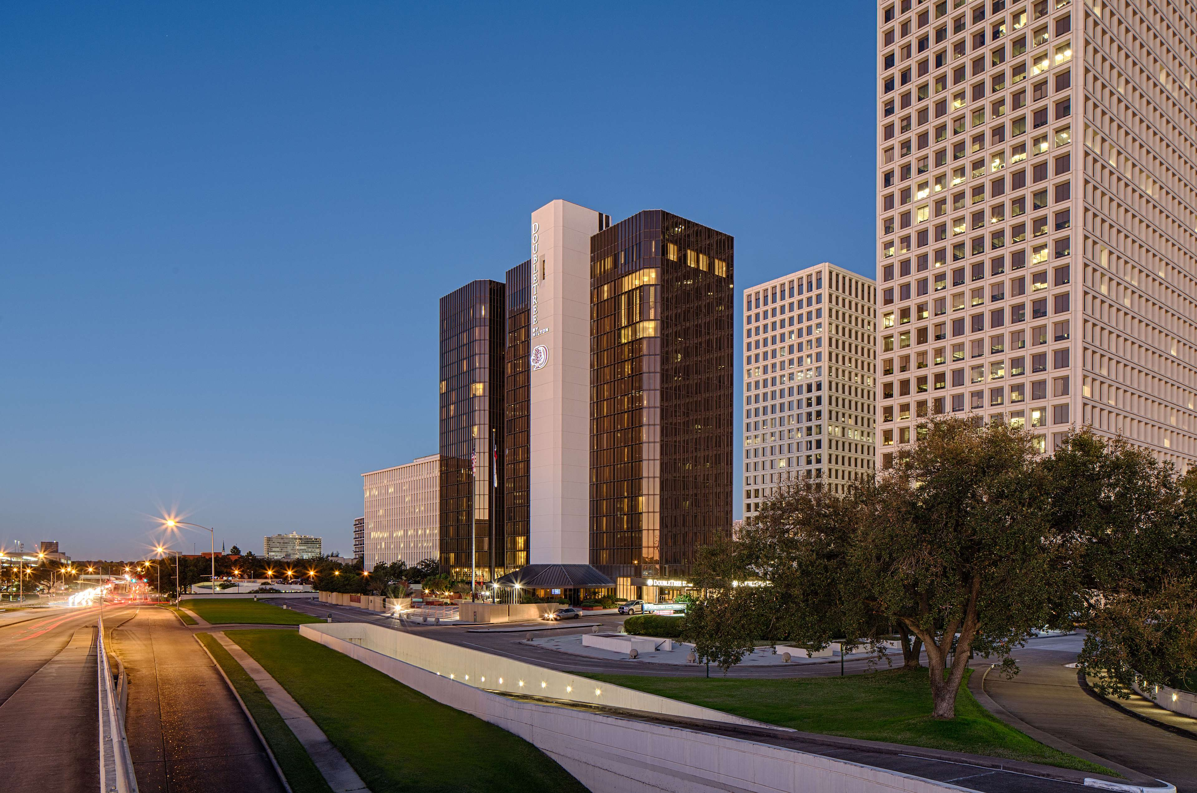 DoubleTree by Hilton Hotel Houston - Greenway Plaza image 0