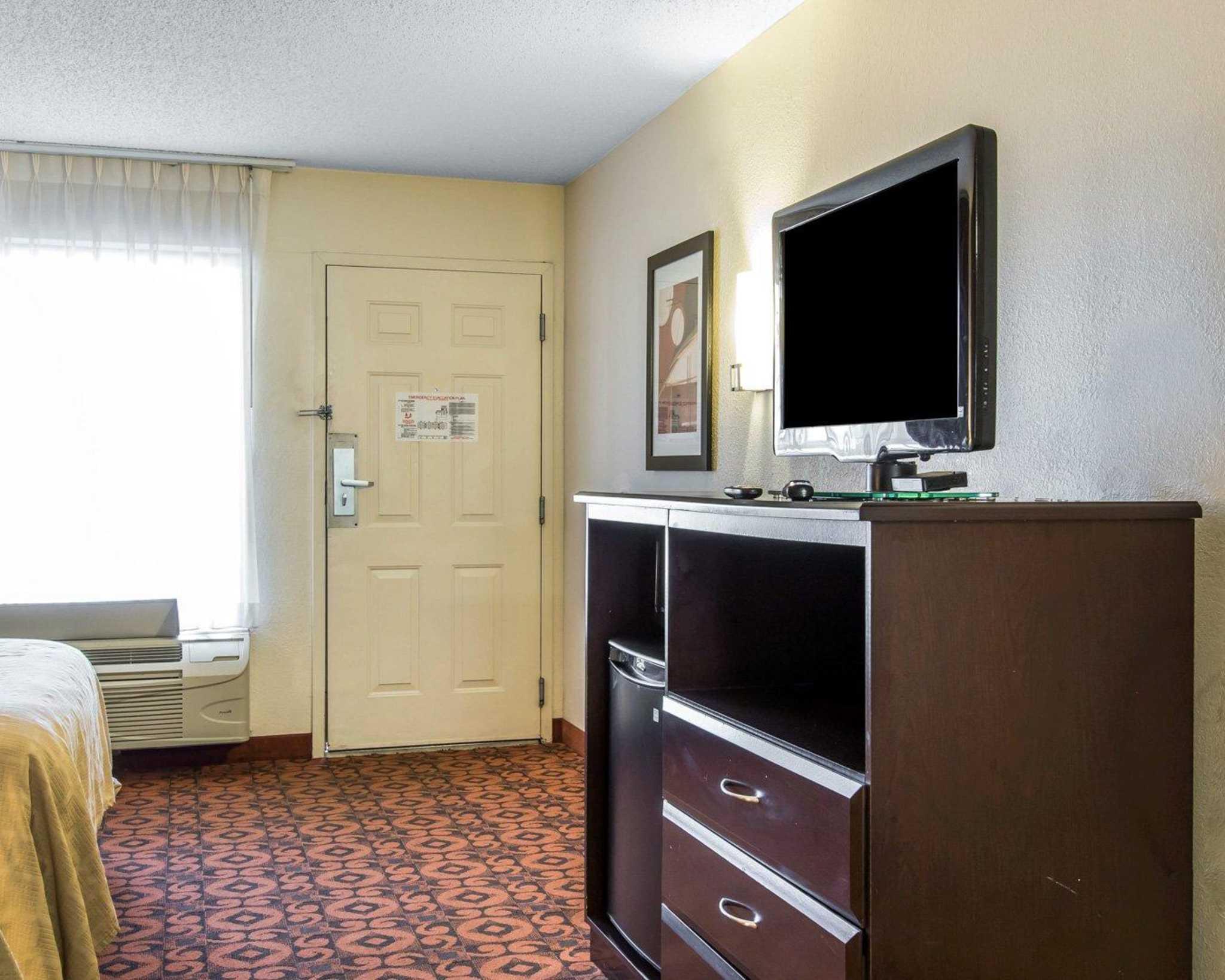 Quality Inn & Suites Fairgrounds West image 5