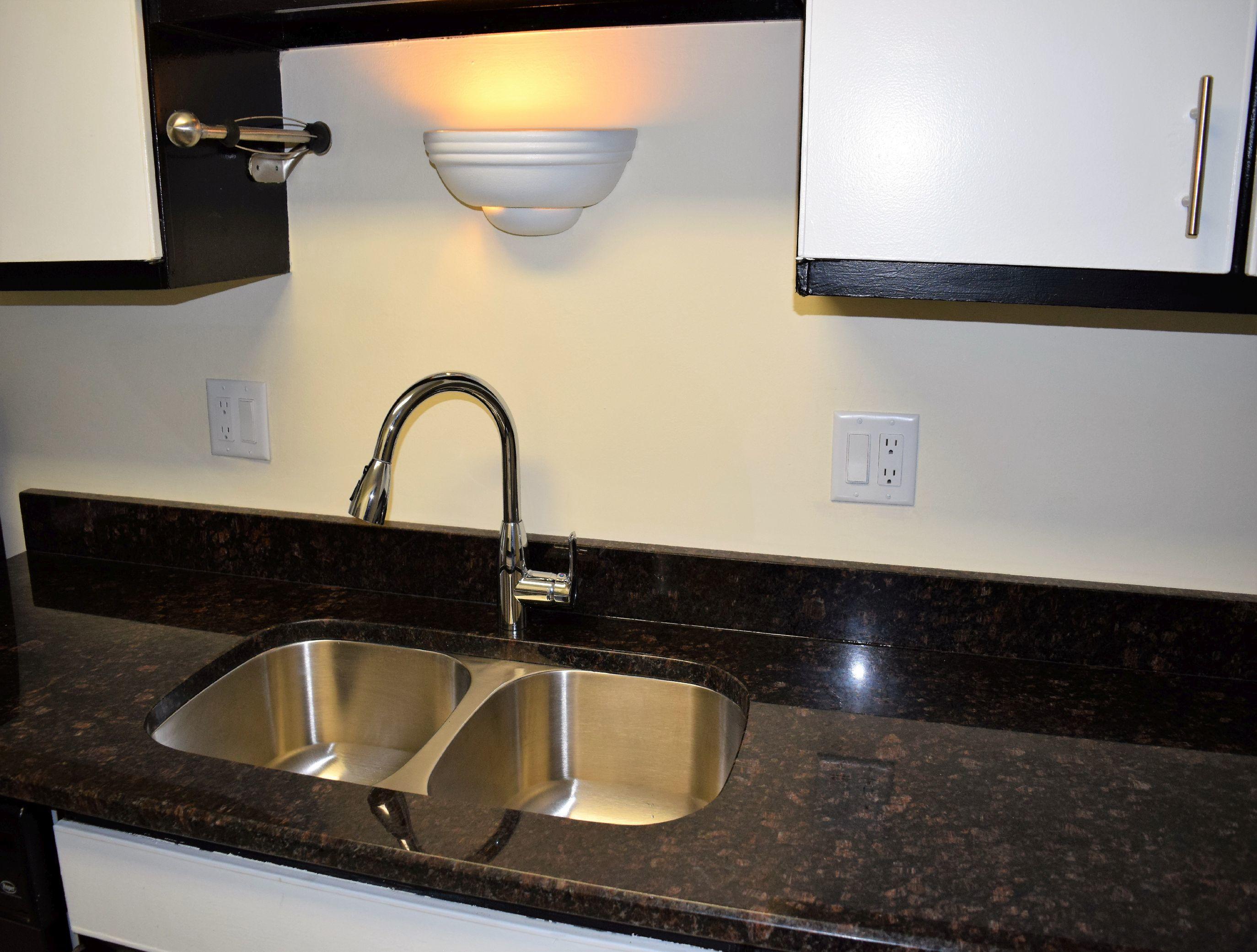 Winston Oaks Apartment Condominiums image 3