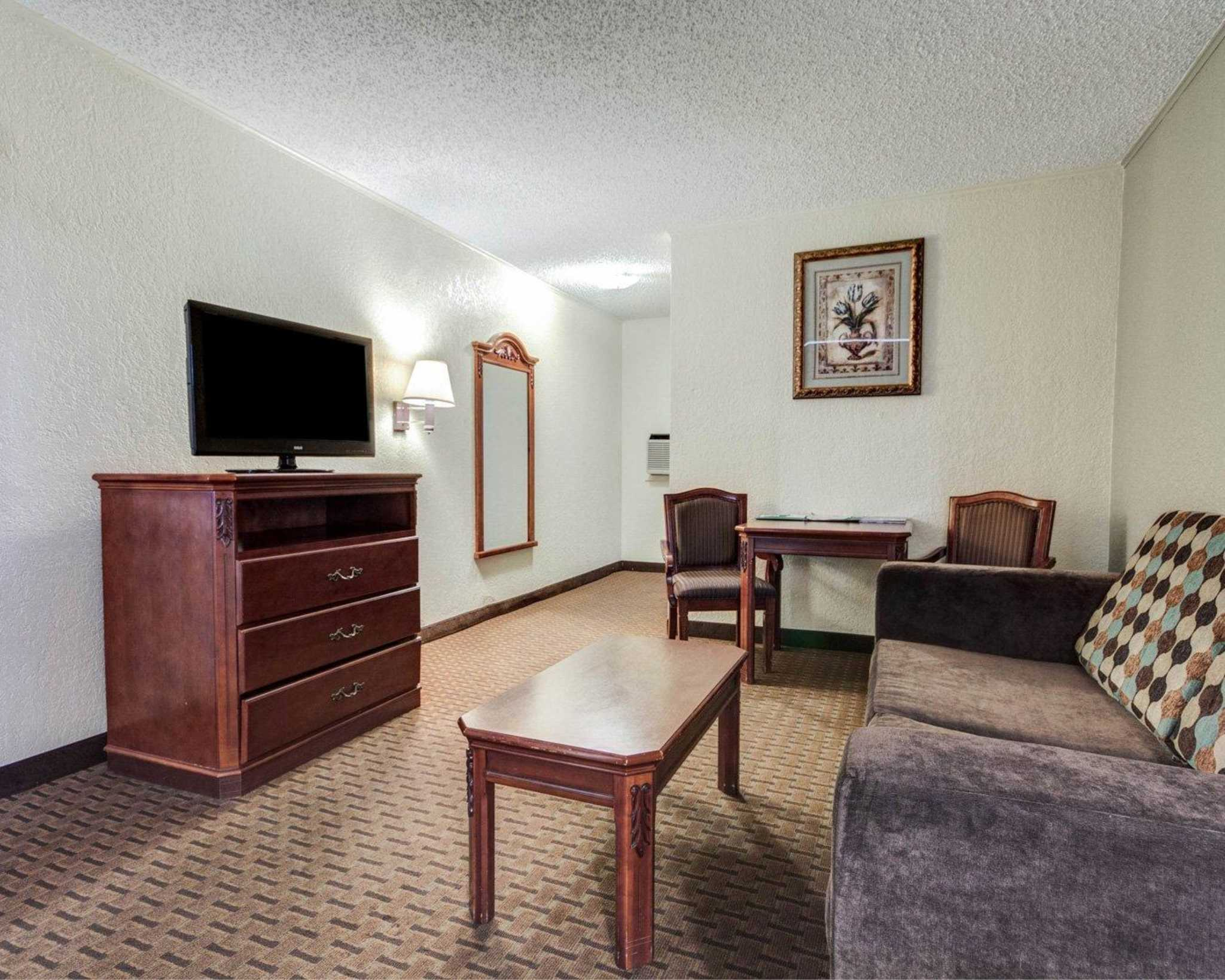 Quality Inn & Suites Airport image 25
