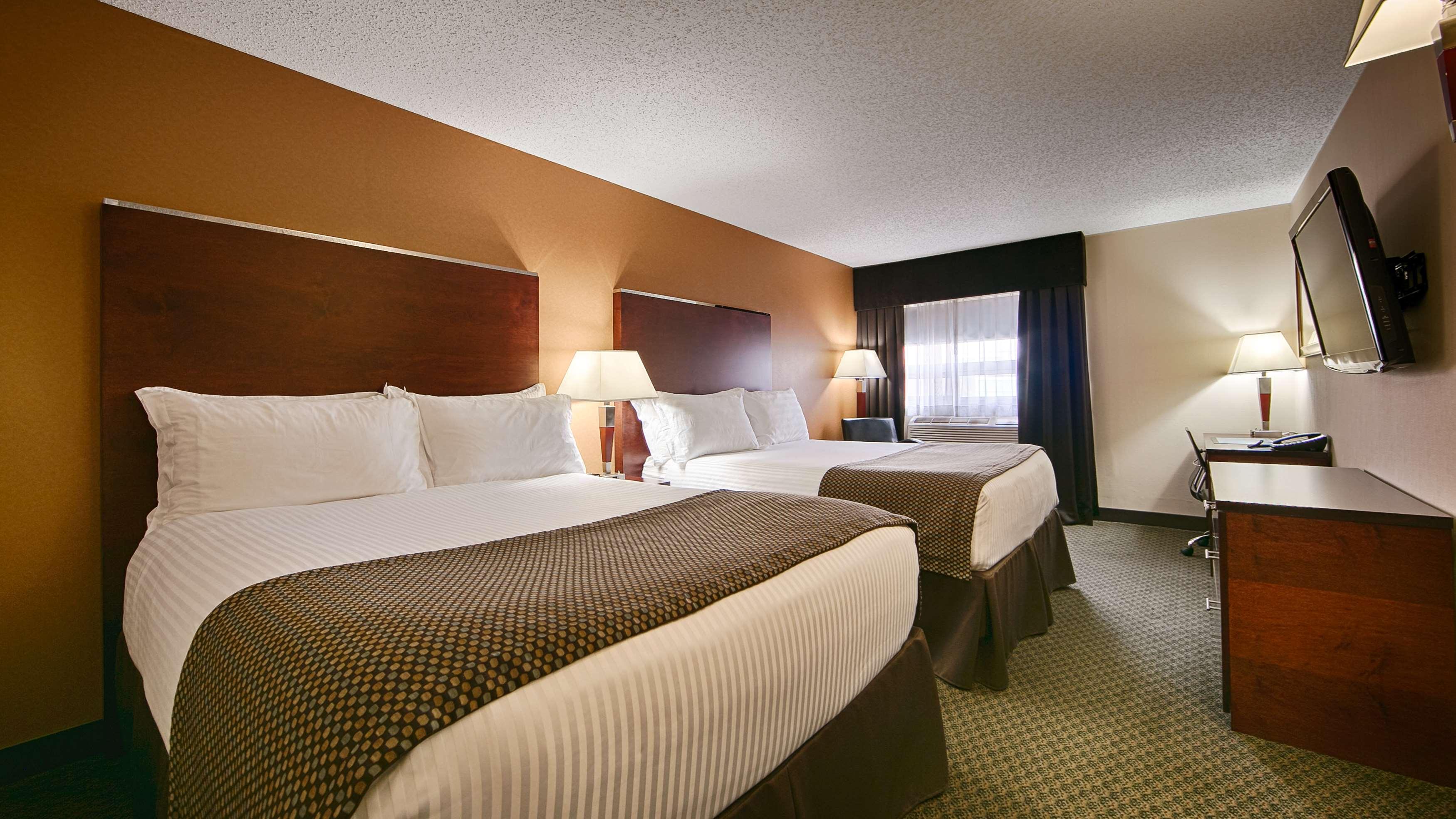 Best Western Airport Inn in Calgary: Two Queen Bed Guest Room