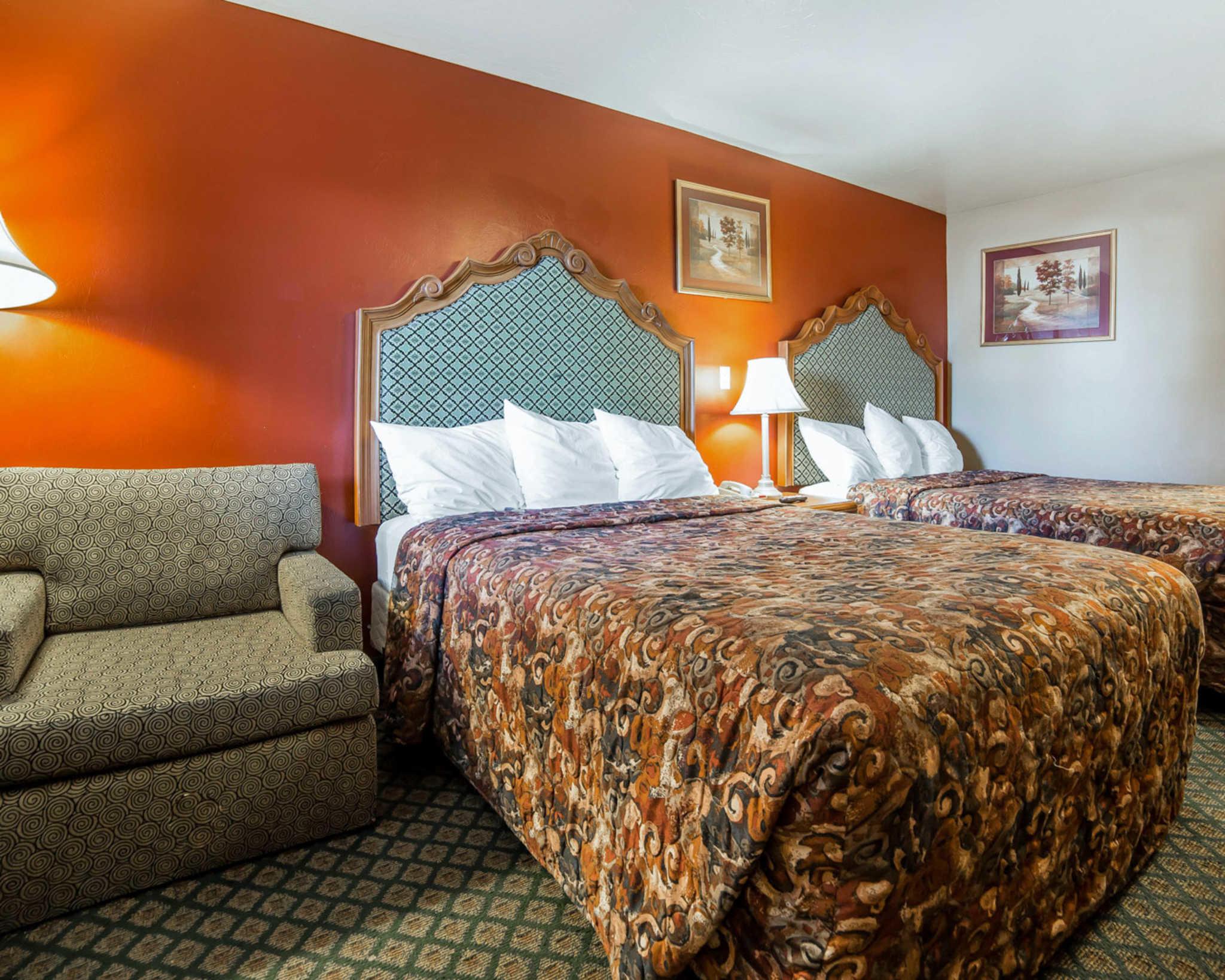 Rodeway Inn & Suites image 12