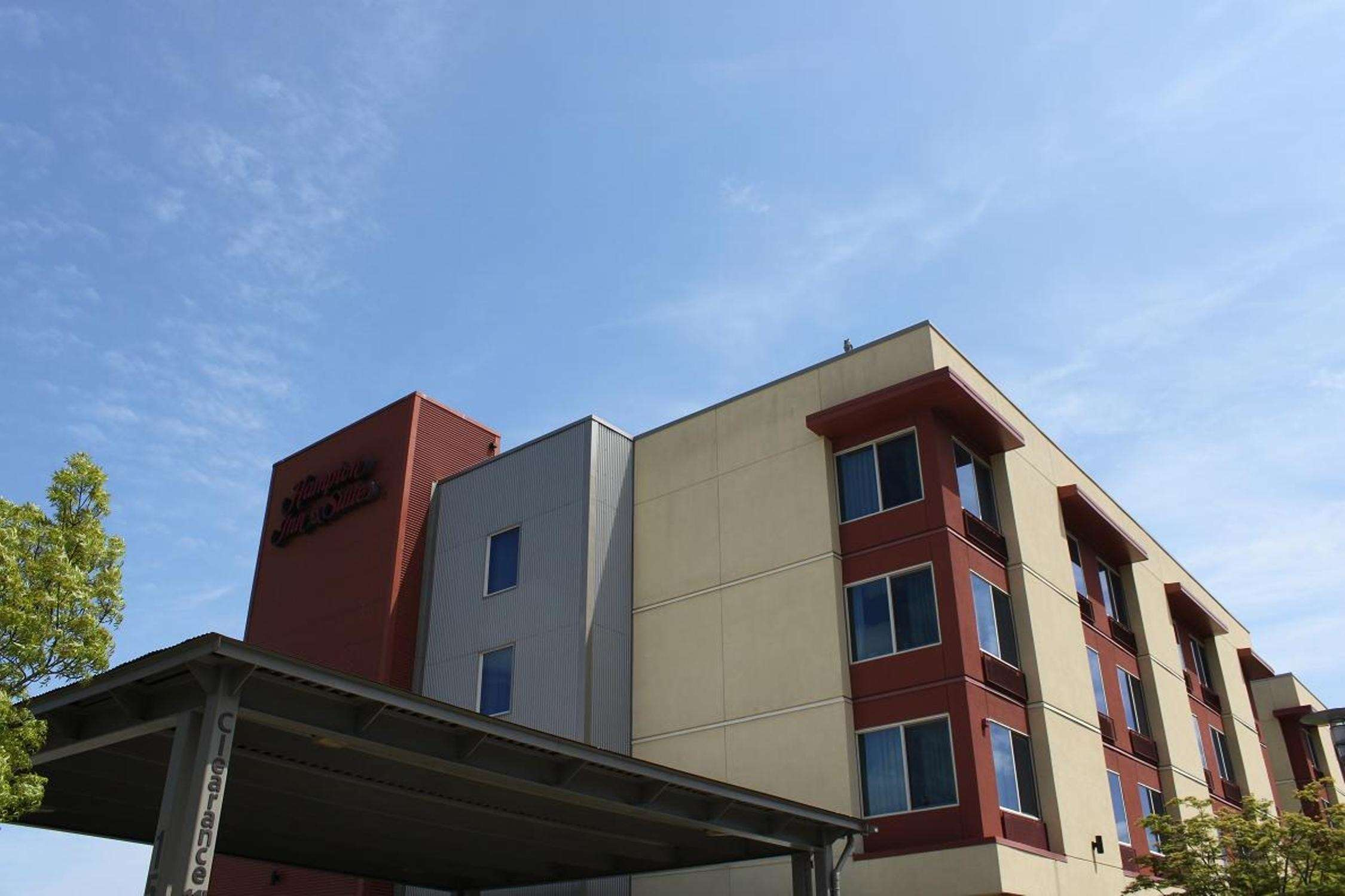 Hampton Inn & Suites Bremerton image 5