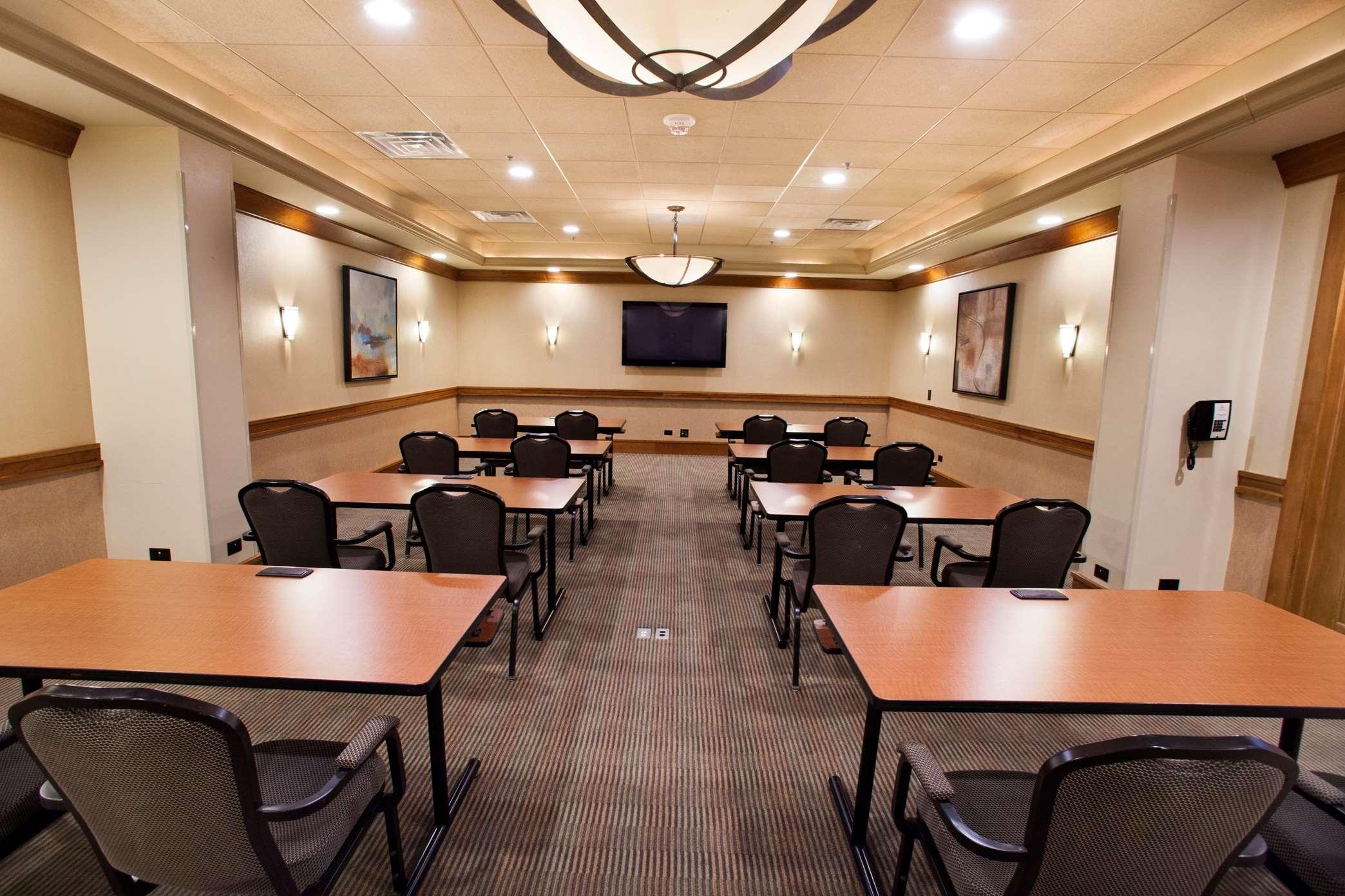 Hilton Chicago/Oak Brook Suites image 11