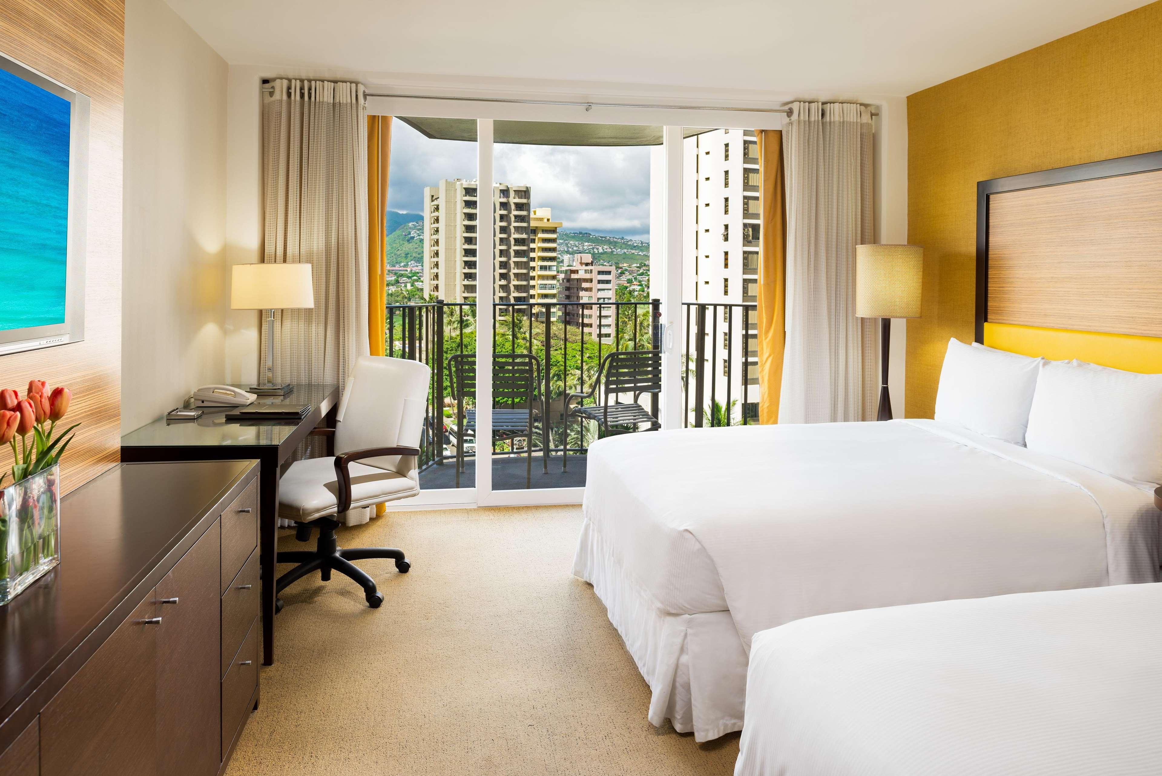 Hilton Waikiki Beach image 31