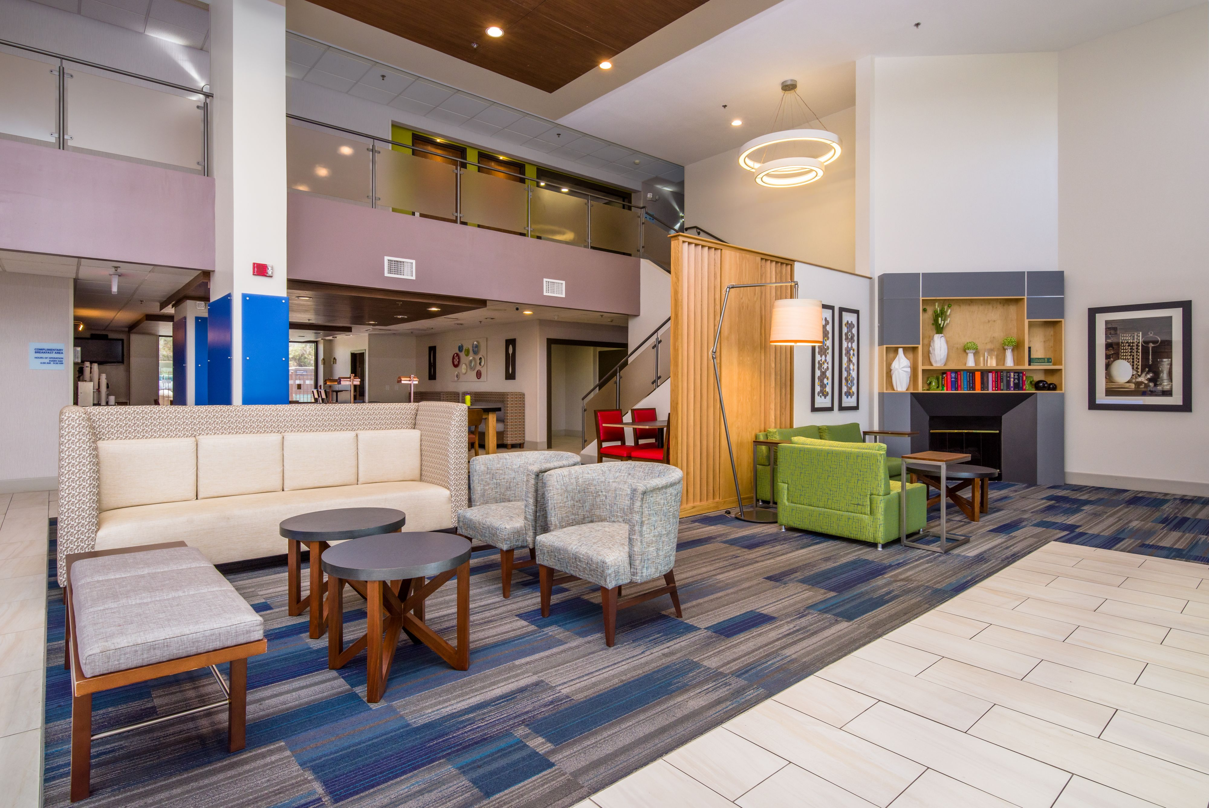 Holiday Inn Express & Suites Phoenix Airport image 4
