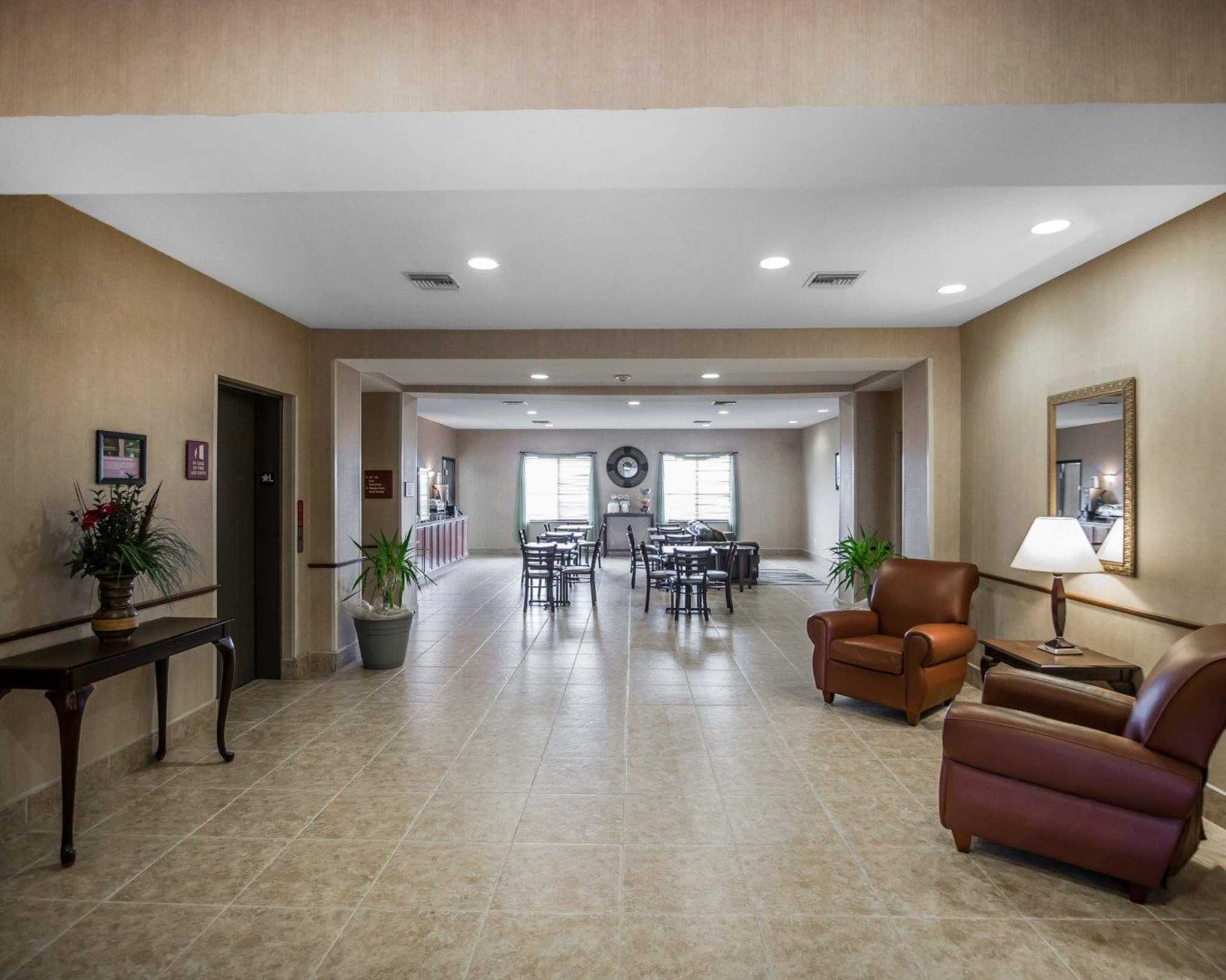 Rodeway Inn & Suites image 11