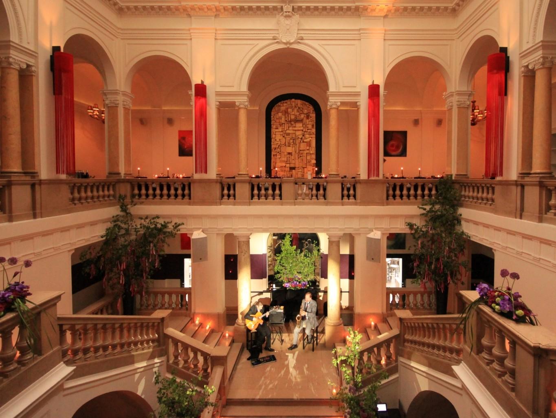 Romantik mit Live-Musik im Atrium er Kameha Suite