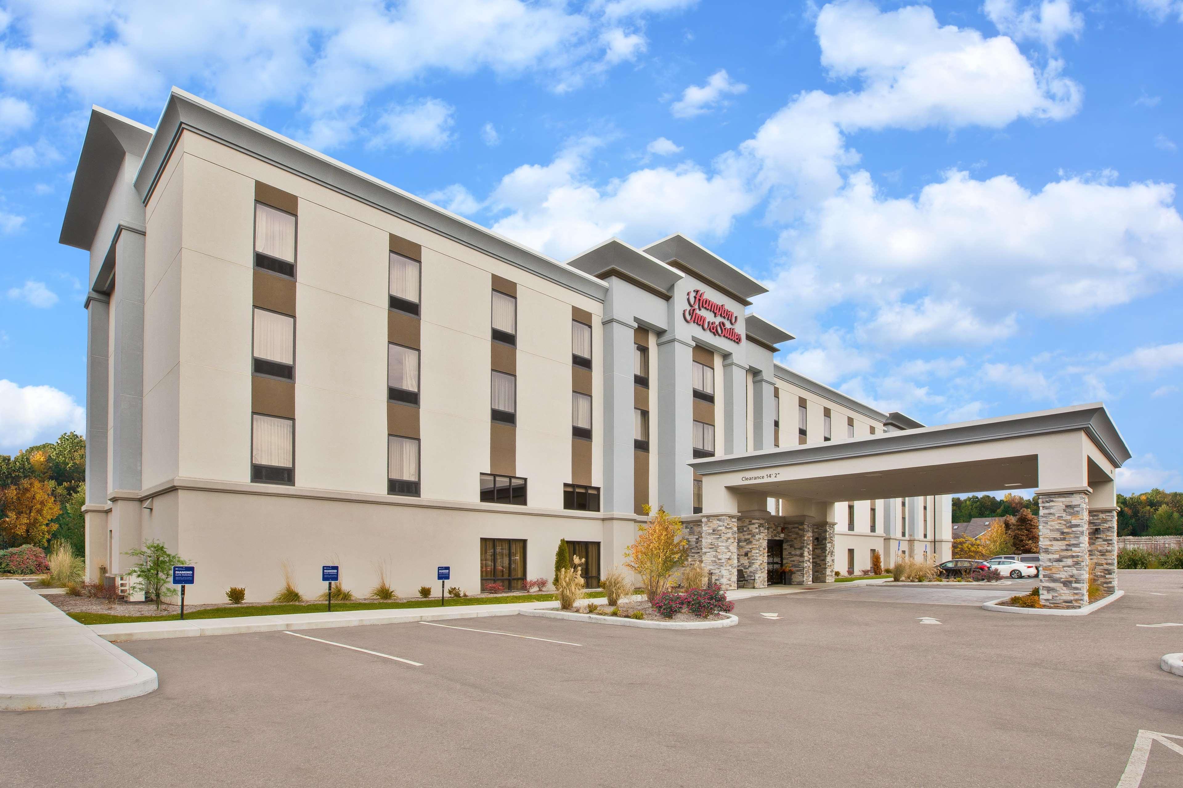 Hampton Inn & Suites Alliance image 0