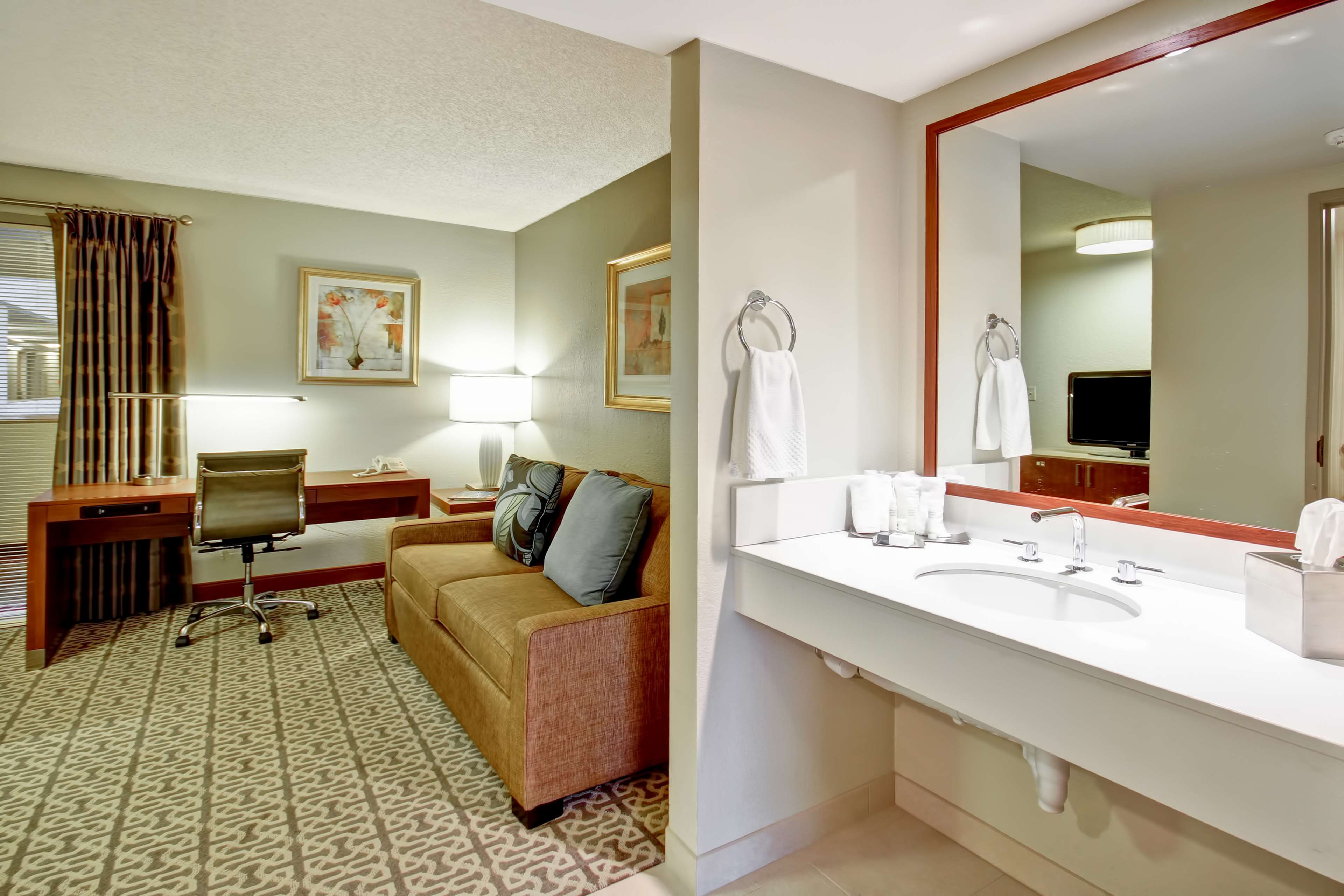 DoubleTree Suites by Hilton Hotel Seattle Airport - Southcenter image 16