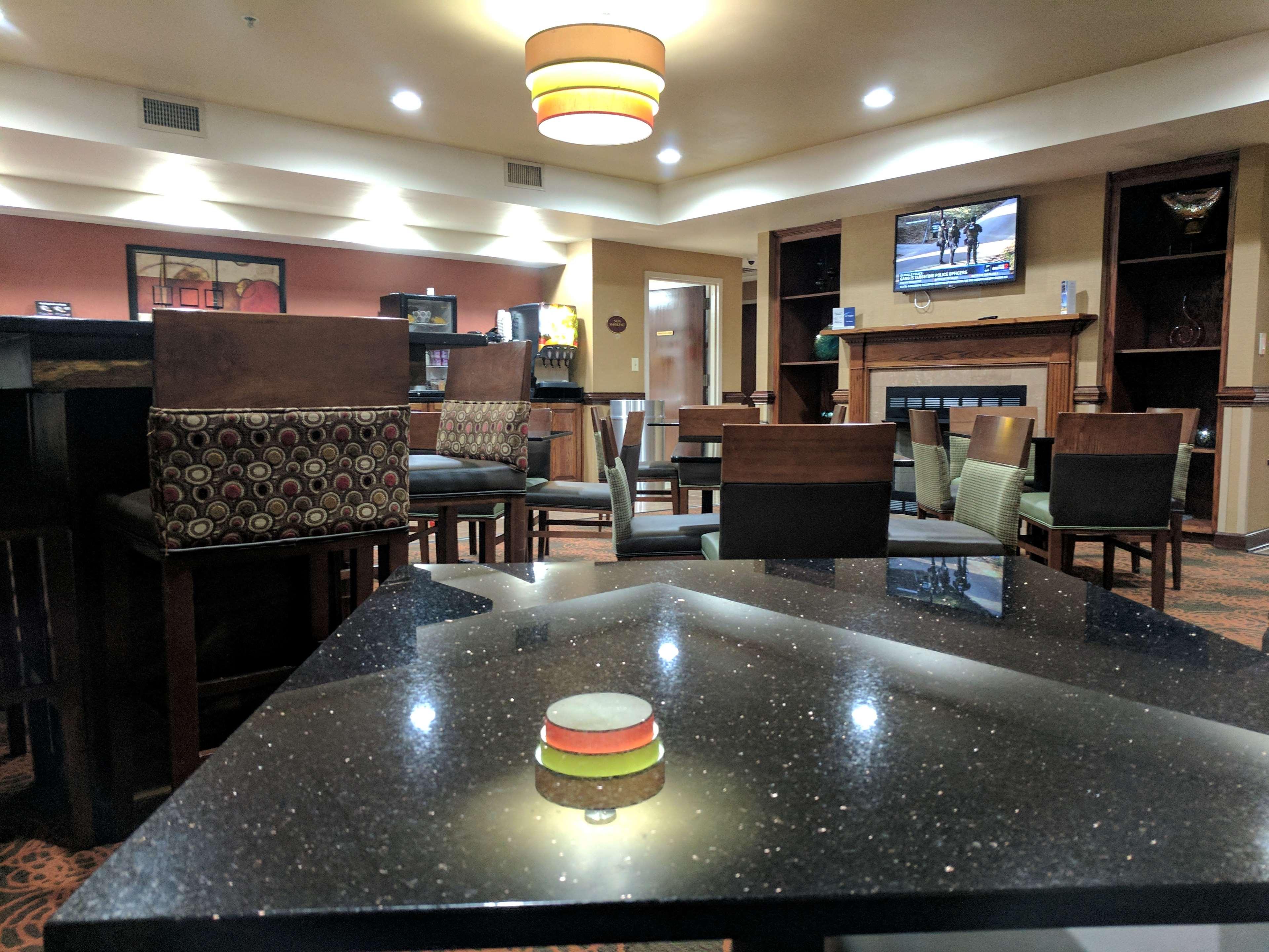 Best Western Plus Greensboro Airport Hotel image 23