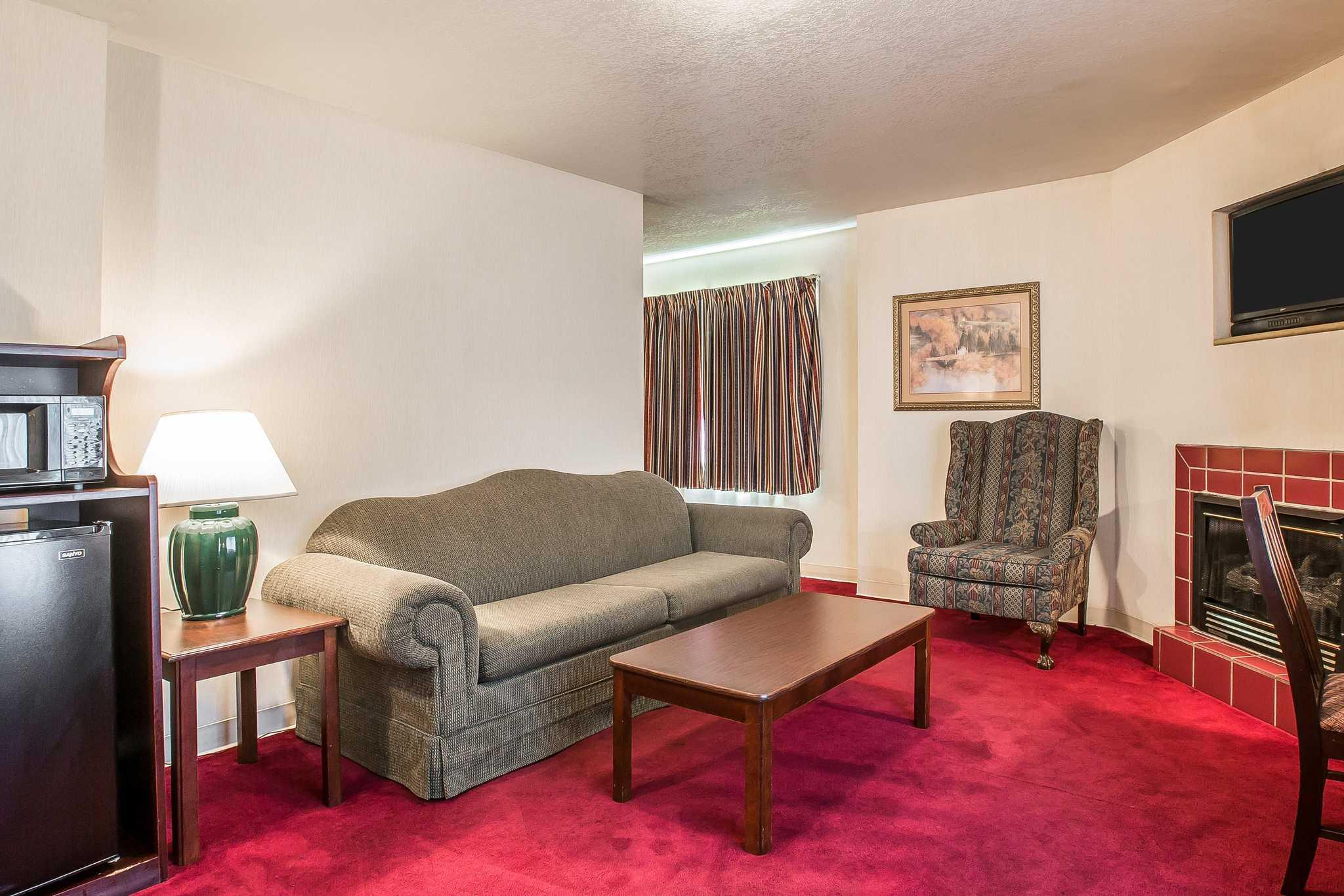 Quality Inn & Suites Mt. Chalet image 21